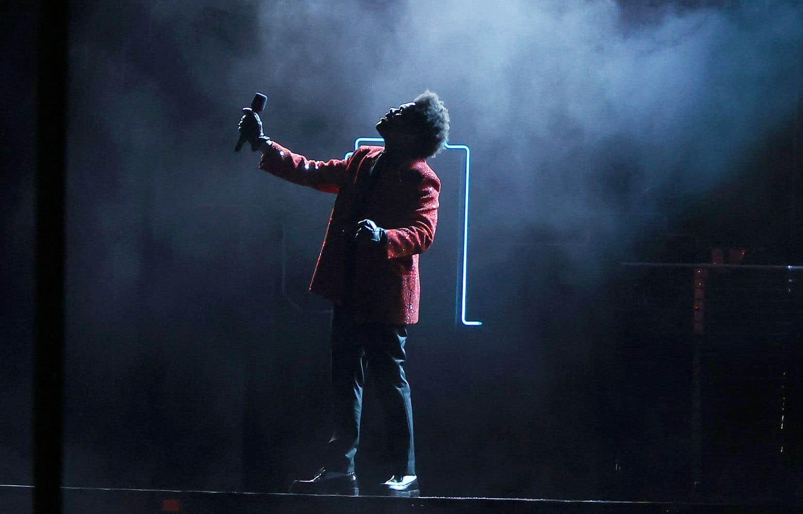 Le Torontois The Weeknd a remporté au moins cinq trophées, dont ceux de l'Album de l'année pour «After Hours» et de l'Artiste de l'année.