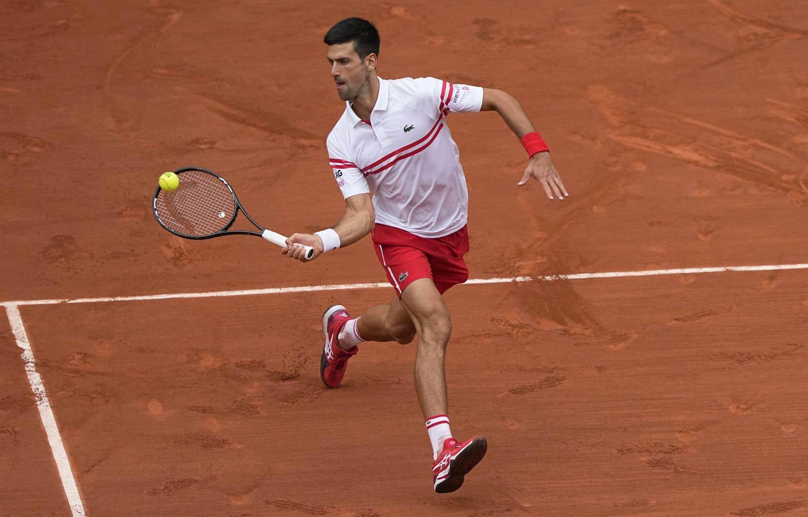 Djokovic, âgé de 34ans, a gagné ses neuf balles de bris et il a eu l'avantage 53-30 dans la colonne des coups gagnants.