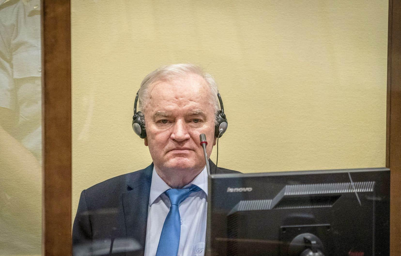 Après avoir fait appel de sa condamnation, l'ancien chef militaire des Serbes de Bosnie Ratko Mladic a reçu le verdict final mardi. Il a été déclaré coupable de génocide pour le massacre de Srebrenica en 1995, qui a donné lieu à la plus grande effusion de sang depuis la Seconde Guerre mondiale.