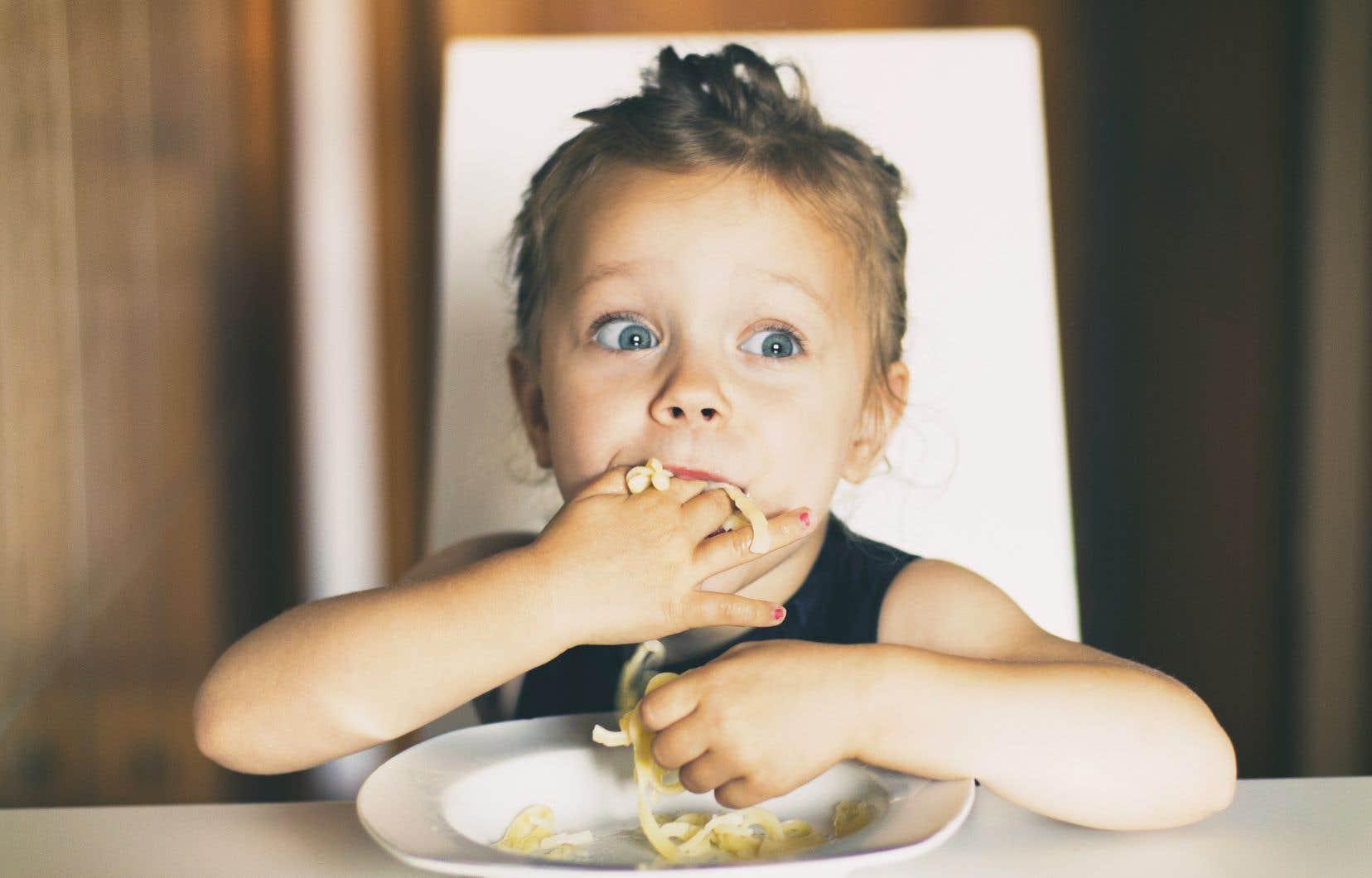 Les auteurs ont suivi pendant plusieurs années 1500 jeunes enfants, en demandant aux parents si la télévision était allumée pendant les repas, avec quelle fréquence, ainsi que le temps total passé par les enfants devant la télévision, l'ordinateur ou les jeux vidéo.