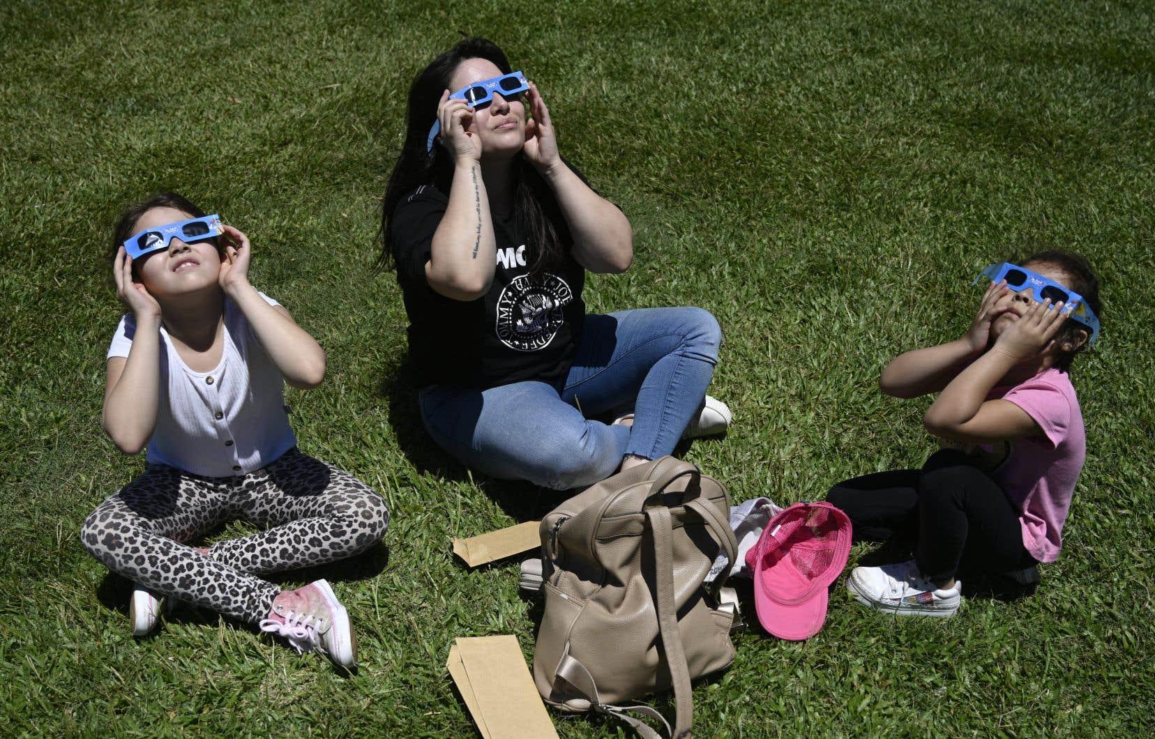 À Montréal, au point culminant de l'éclipse qui aura lieu à 5h39, «environ 79% de la surface apparente du disque solaire sera couverte par la Lune».