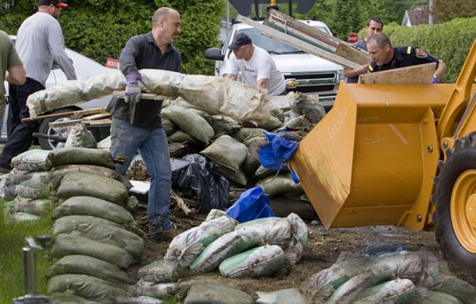 Quelque 2100 bénévoles étaient attendus aujourd'hui et autant demain à la grande corvée de nettoyage.