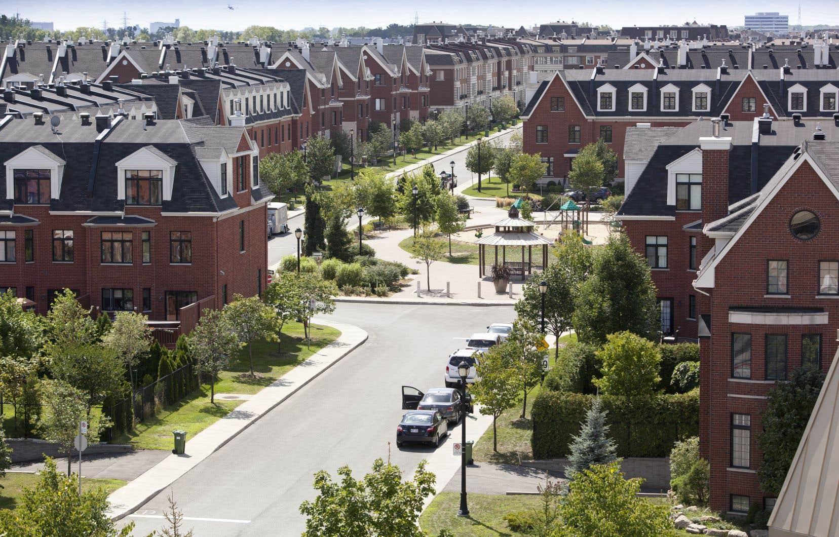 Le quartier Bois-Franc, dans l'arrondissement de Saint-Laurent, où la station du REM et le vraisemblable prolongement de la ligne orange permettront aux résidents d'être mieux desservis par les transports collectifs.