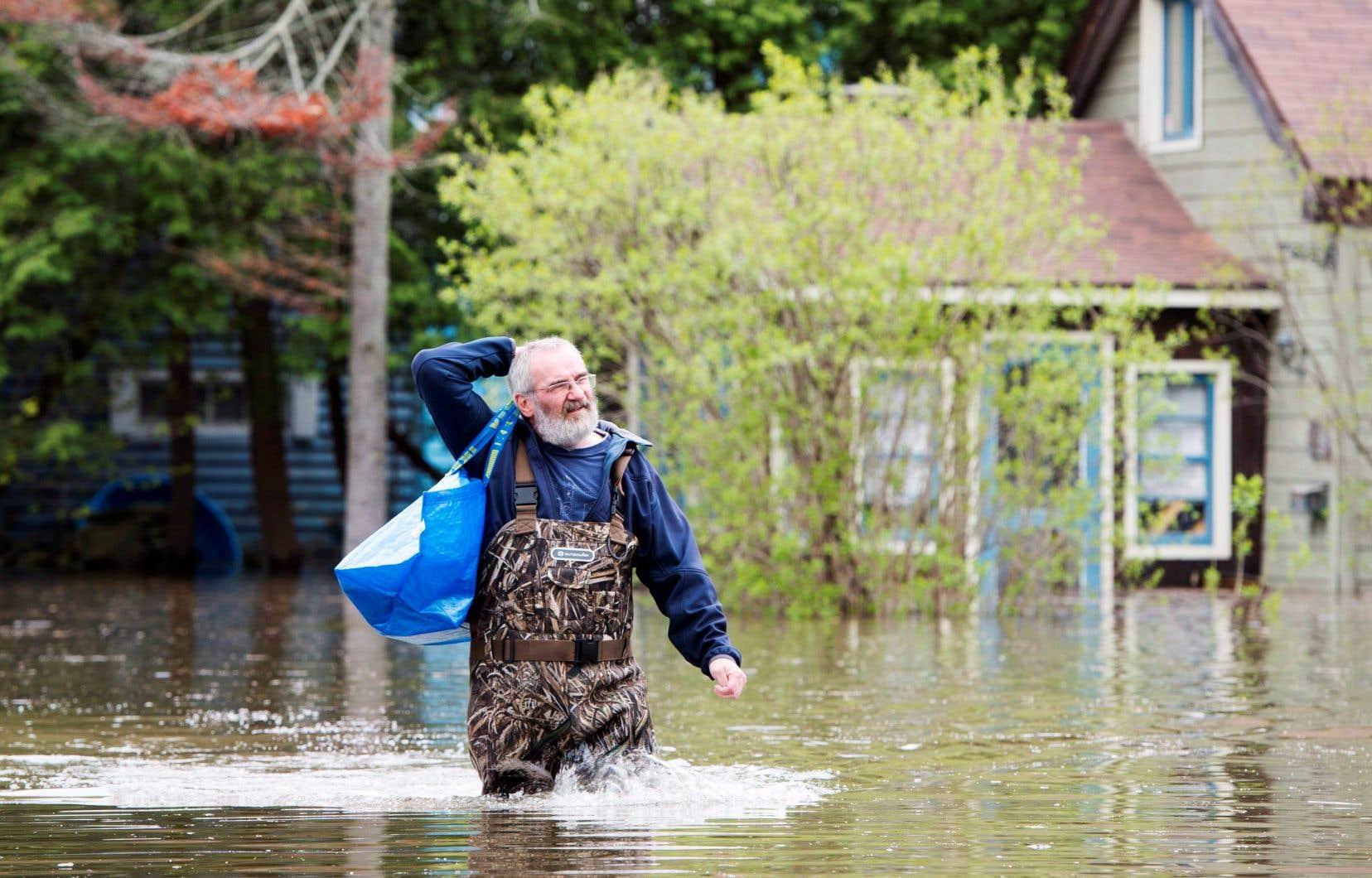 Un résident de Deux-Montagnes, lors des inondations printanières de 2017