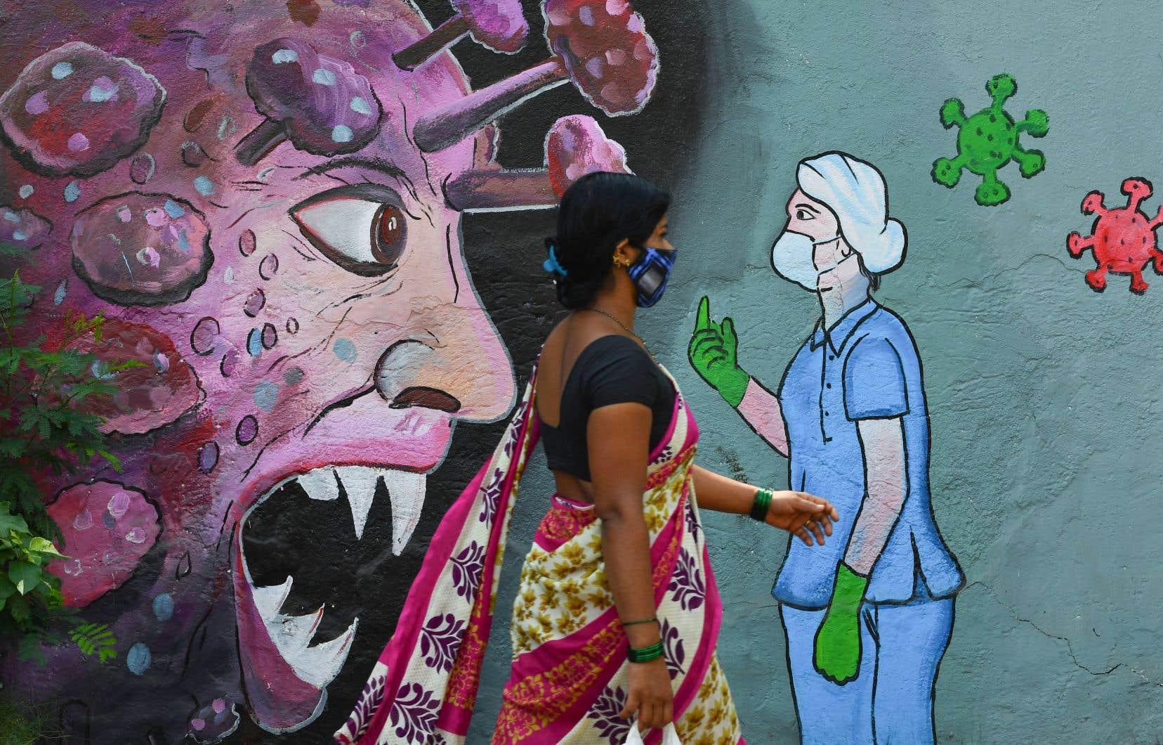 Les registres étant mal tenus en temps normal, de nombreux experts estiment que le nombre de morts en Inde est largement supérieur au décompte officiel, soit plus d'un million de décès, le plus élevé au monde.