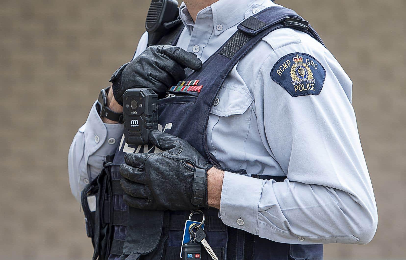 Dans une enquête connexe, le bureau de M.Therrien et trois de ses homologues provinciaux, dont celui du Québec, avaient conclu en février dernier que la technologie de Clearview AI entraînait une surveillance de masse des Canadiens et violait les lois fédérales et provinciales régissant la protection des renseignements personnels.