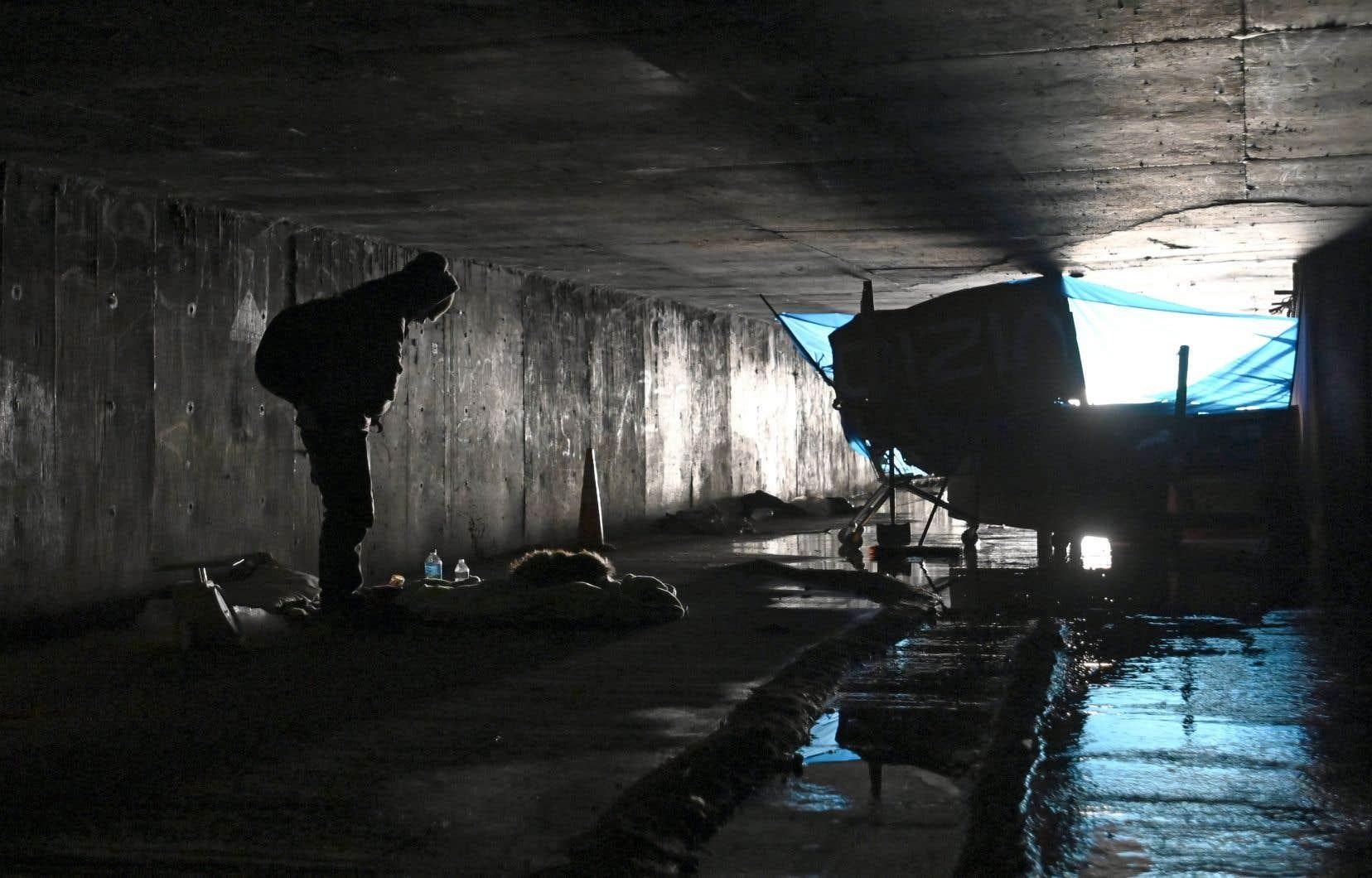 Les sans-abri sont de plus en plus nombreux dans les rues de Las Vegas, mais aussi dans les égouts pluviaux situés sous la ville.
