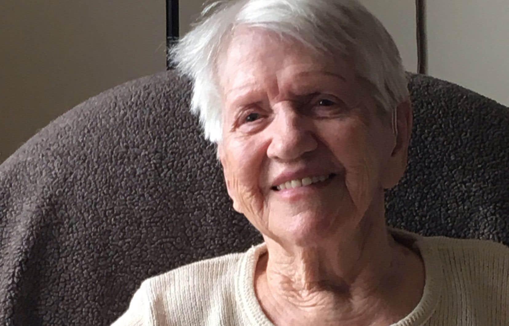 Connue en religion sous le nom de sœur Sainte-Mechtilde, Marie Labrecque a quitté l'habit de sa communauté au milieu des années 1970 pour se marier, tout en continuant, pendant longtemps, de s'occuper de mères célibataires et de travailleuses du sexe.