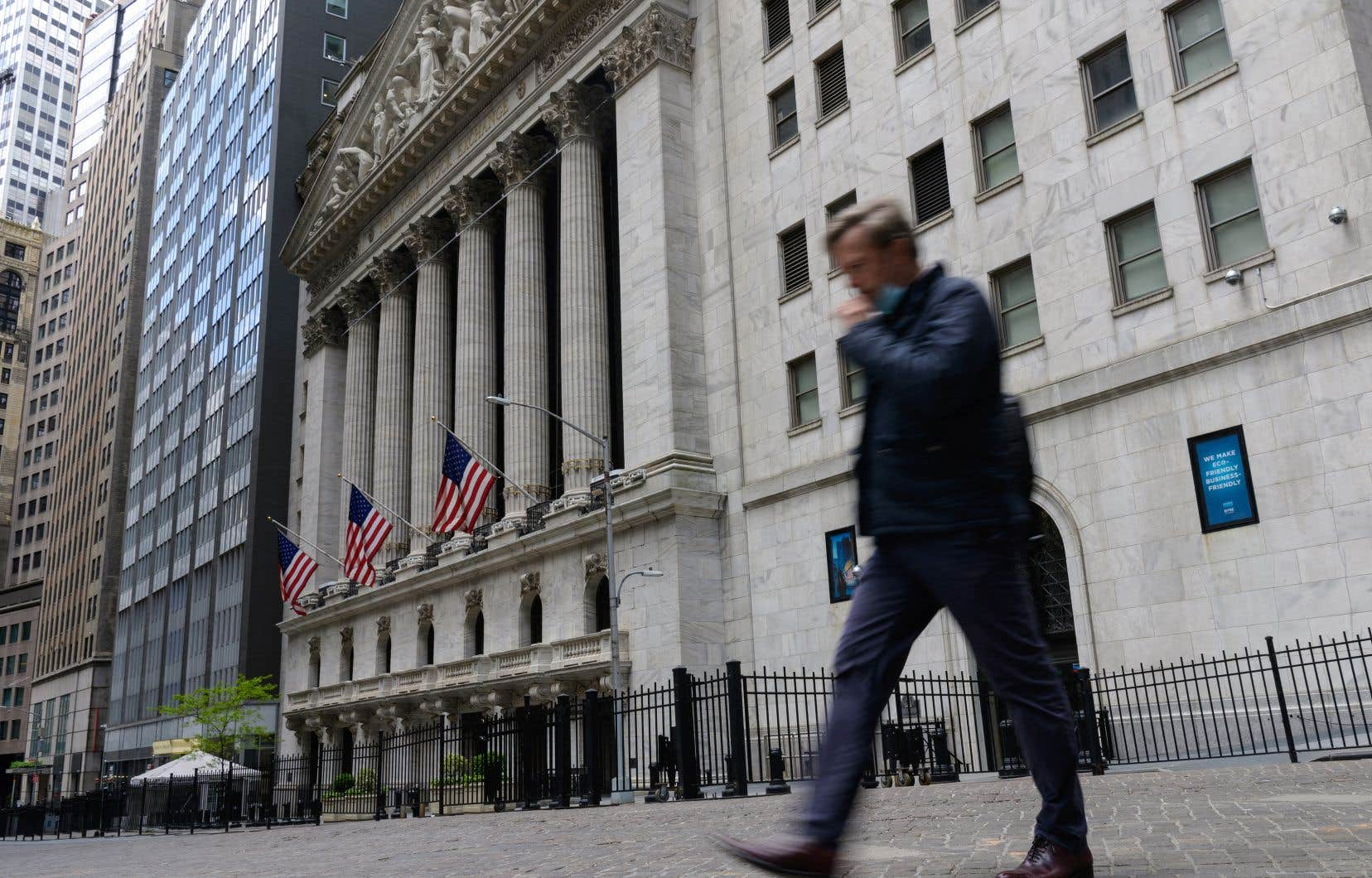 Sur Wall Street et dans les quartiers d'affaires de la Grosse Pomme, les travailleurs sont bien moins présents qu'ils l'étaient.