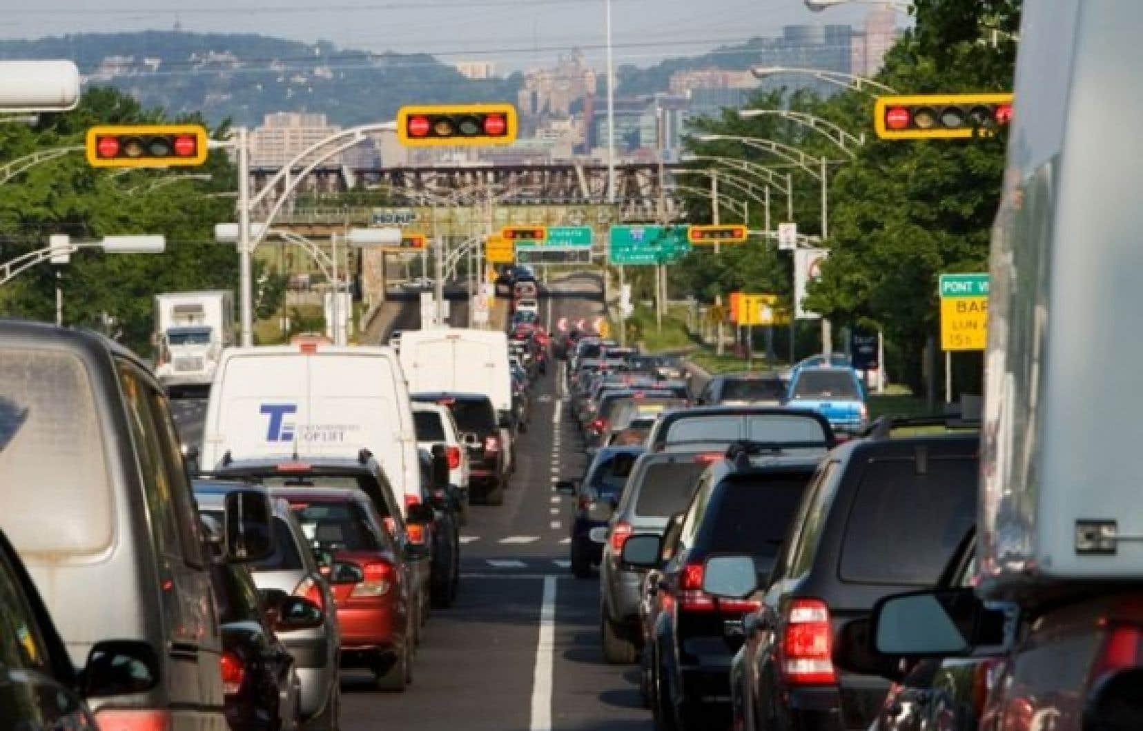 Une vue du pont Victoria hier. La situation semble s'aggraver de jour en jour à Montréal. <br />