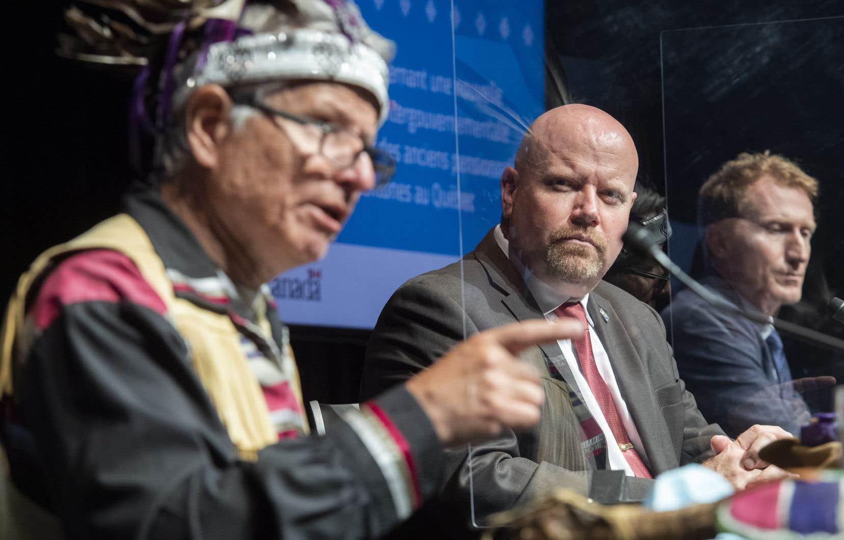 Le ministre responsable des Affaires autochtones au Québec, Ian Lafrenière, a fait cette annonce samedi au cours d'une conférence de presse en compagnie des ministres fédéraux Marc Miller et Carolyn Bennett.