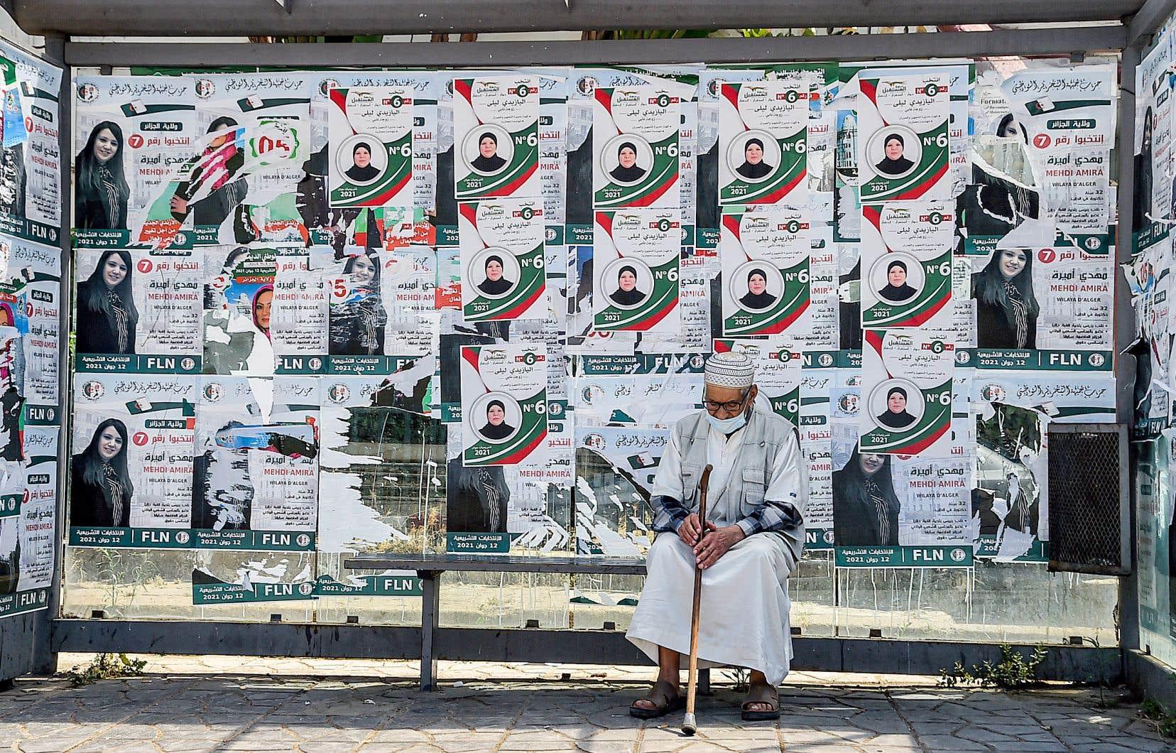 Quelque 24 millions d'Algériens étaient appelés à élire les 407 députés de l'Assemblée populaire nationale pour cinq ans. Ils devaient choisir parmi 2288 listes, dont plus de 1200 s'affichent comme «indépendantes».