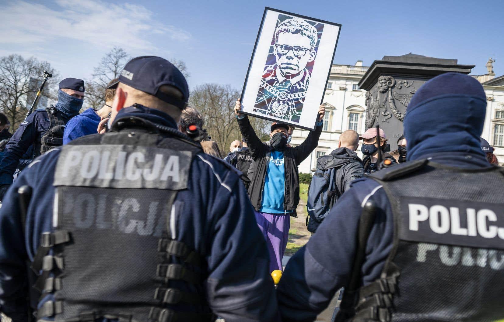 En s'opposant depuis 2015 à la refonte du système judiciaire polonais, voulue par le parti national-conservateur, le juge Igor Tuleya s'est transformé en icône de la défense de l'État de droit.
