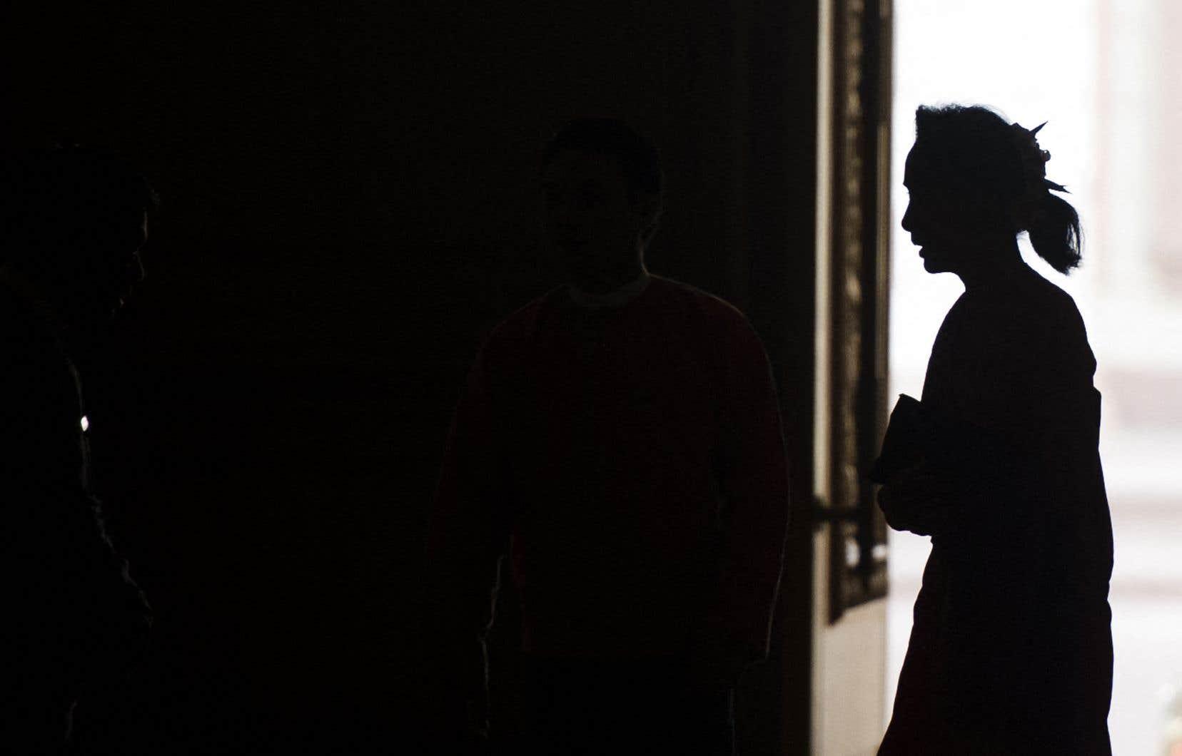 Aung San Suu Kyi n'a pas pu encore se défendre devant le tribunal, mais «elle semble bien décidée à faire valoir ses droits, quels que soient les résultats», a commenté un de ses avocats, Khin Maung Zaw, qui dit tout de même «se préparer au pire», dénonçant des accusations «absurdes».