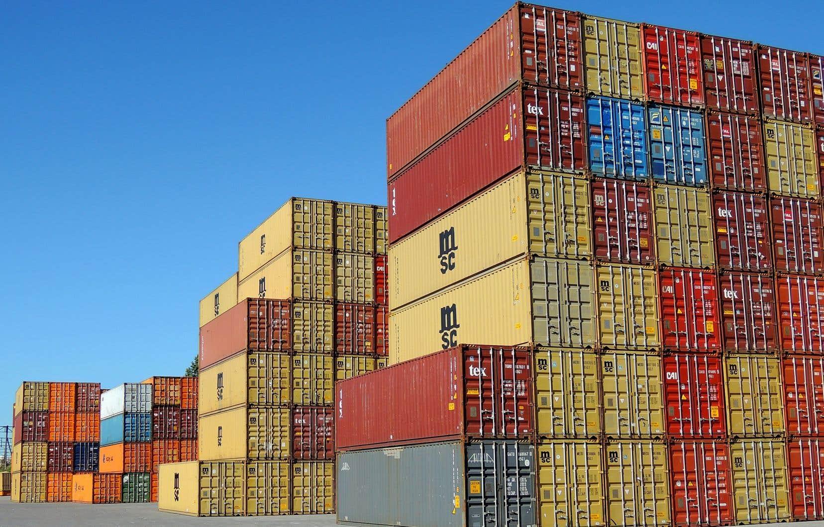 Ray-Mont Logistiques prévoit le transport et l'entreposage de milliers de conteneurs remplis de grains, quotidiennement, 24 heures sur 24 et 7 jours sur 7, sur un terrain de 2,5 millions de pieds carrés à proximité du port de Montréal.