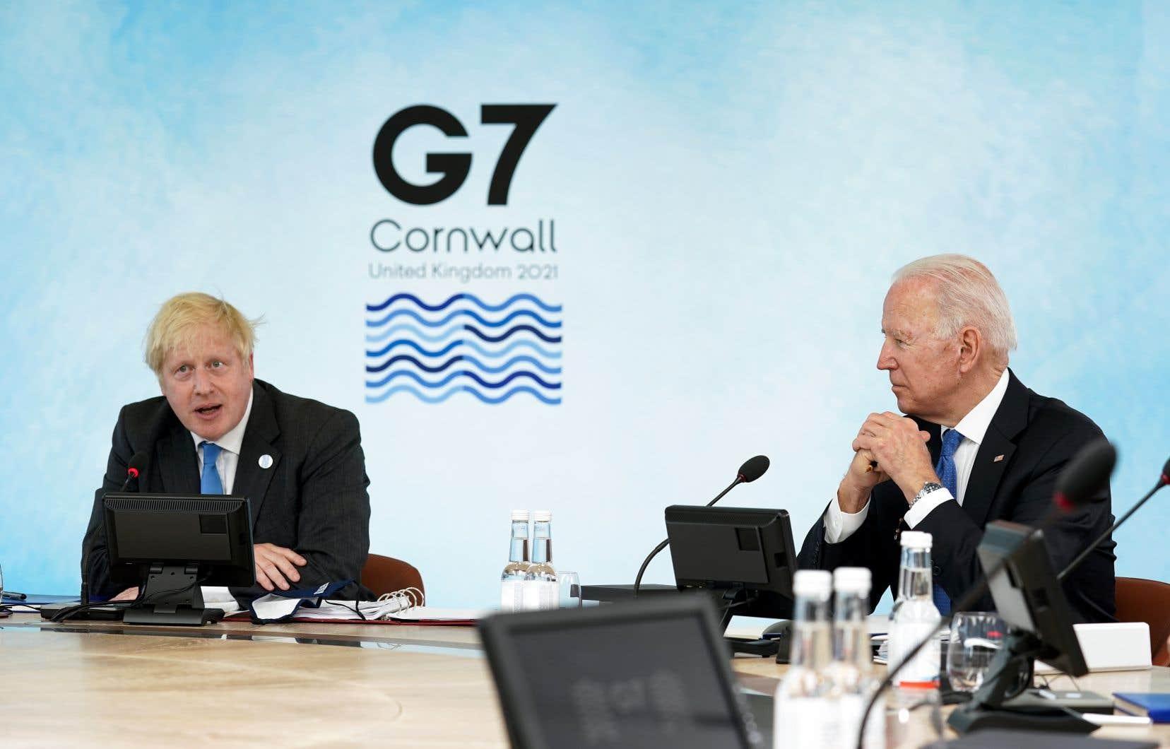 Les pays du G7 ont déclaré, au début du mois, avoir convenu d'une réforme des règles de la fiscalité mondiale aux conséquences «sismiques». Sur la photo, le premier ministre britannique, Boris Johnson, et le président américain, Joe Biden, lors du sommet du G7, la semaine dernière, en Angleterre.