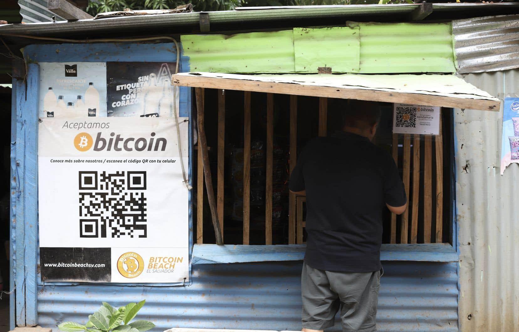 Le Salvador utilise le dollar américain comme monnaie officielle, mais il a approuvé le 9juin l'adoption du bitcoin comme devise légale.