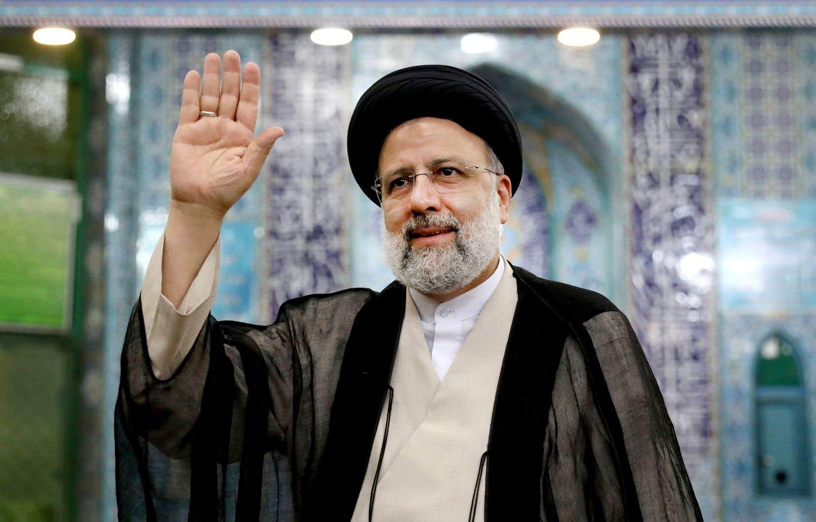 Le candidat Ebrahim Raïssi s'est présenté comme le champion de la lutte anticorruption et le défenseur des classes populaires. L'ultraconservateur s'est adressé aux médias, vendredi, après avoir enregistré son vote à Téhéran.