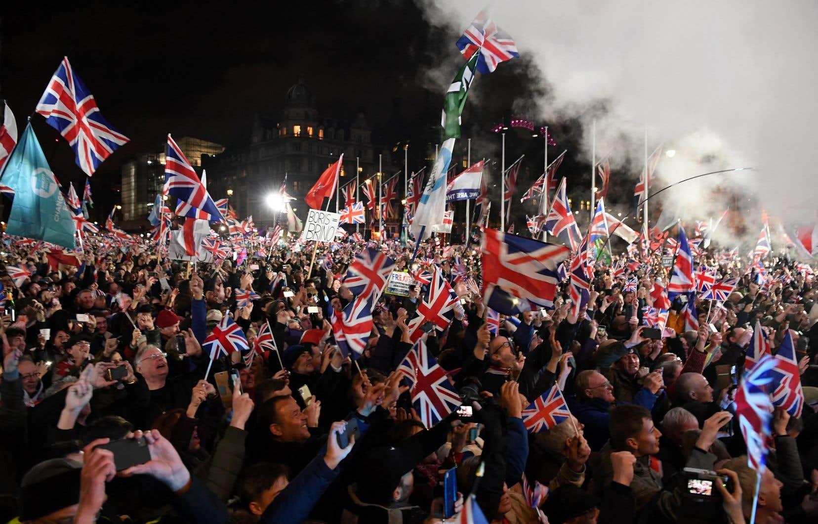 Une importante foule s'est réunie à Warrington le 13 janvier 2020 pour célébrer le moment où le divorce entre le Royaume-Uni et l'Union européenne est formellement entré en vigueur.