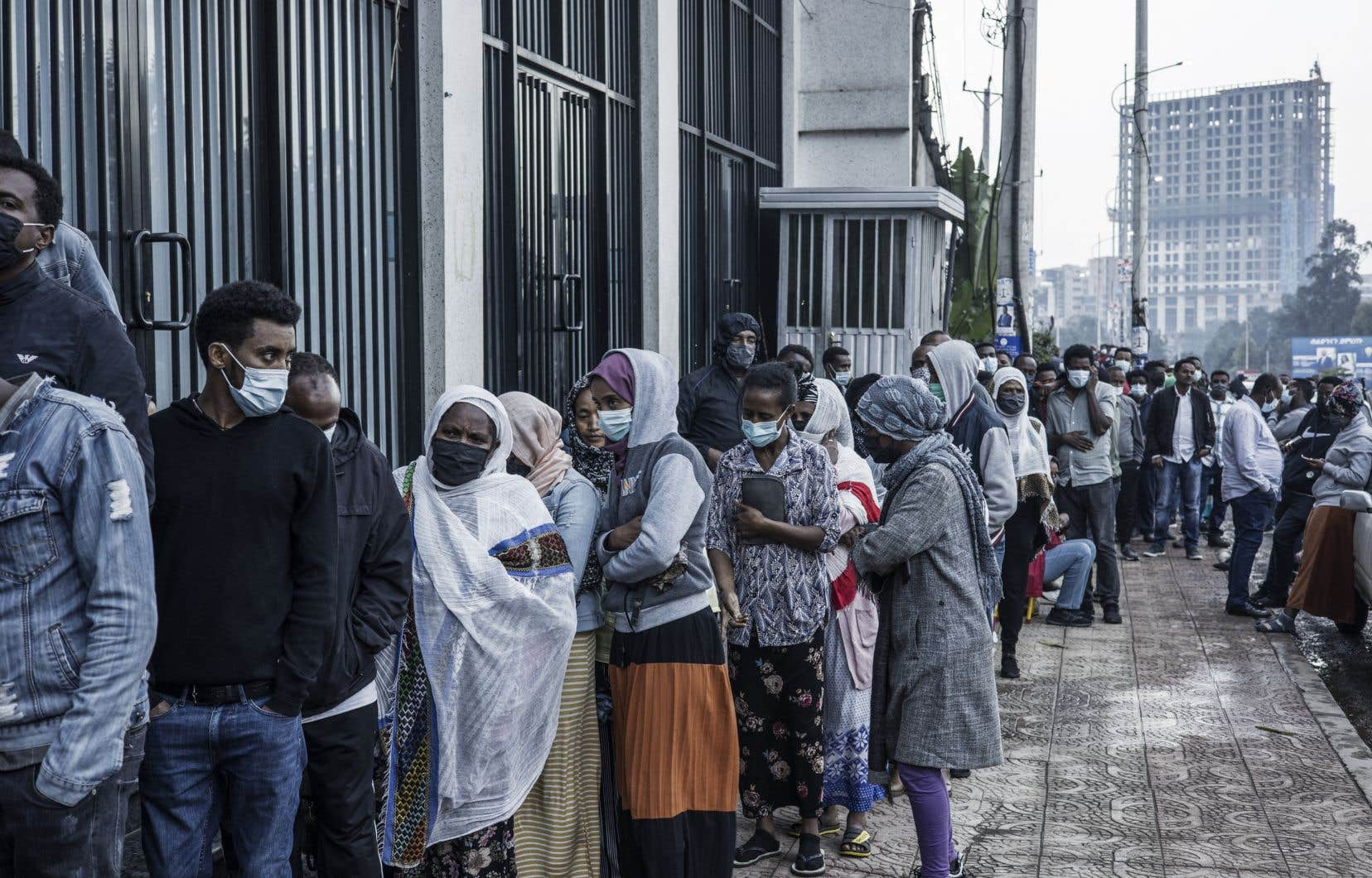 Dès le petit matin, les files d'attente devant les bureaux de vote étaient fournies dans la capitale Addis Abeba.