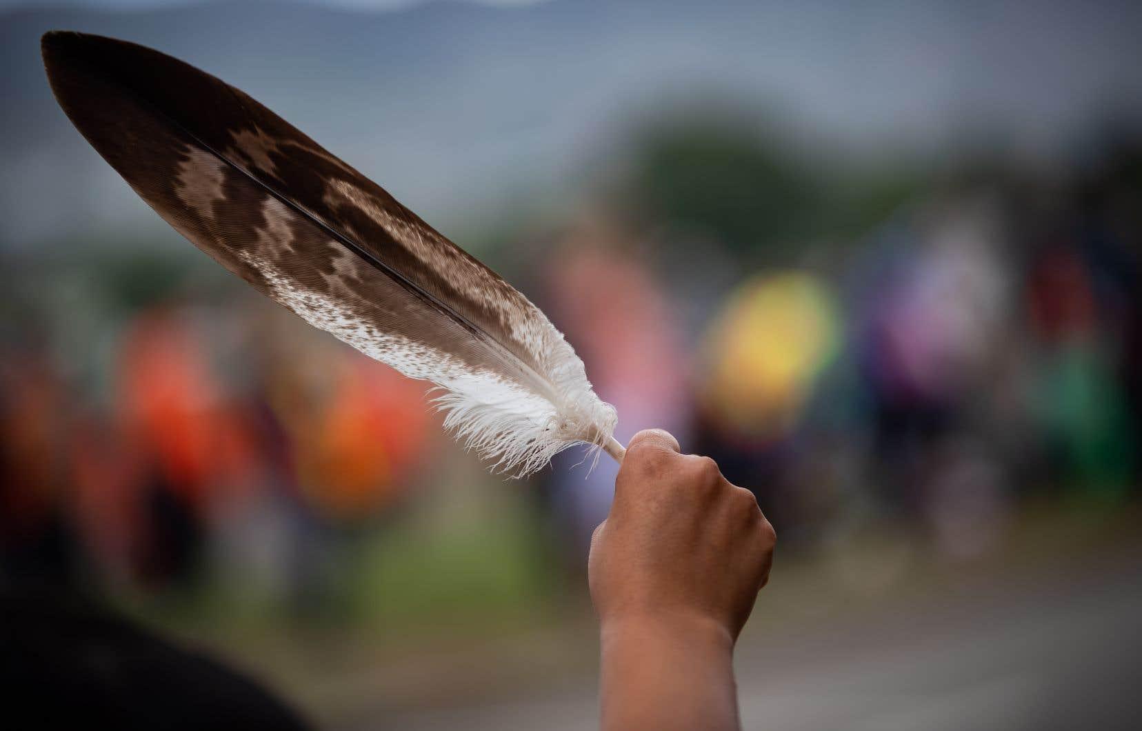 «Les événements de ces deux dernières semaines ont montré qu'il était urgent d'augmenter le nombre de journalistes et de voix autochtones dans les médias canadiens», selon Rachel Pulfer, directrice générale de JHR.