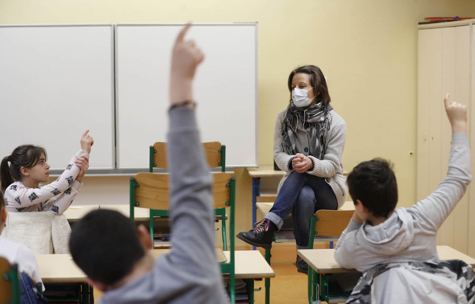 Les résultats confirment la faible prévalence de l'infection au coronavirus parmi les travailleurs en milieu scolaire.
