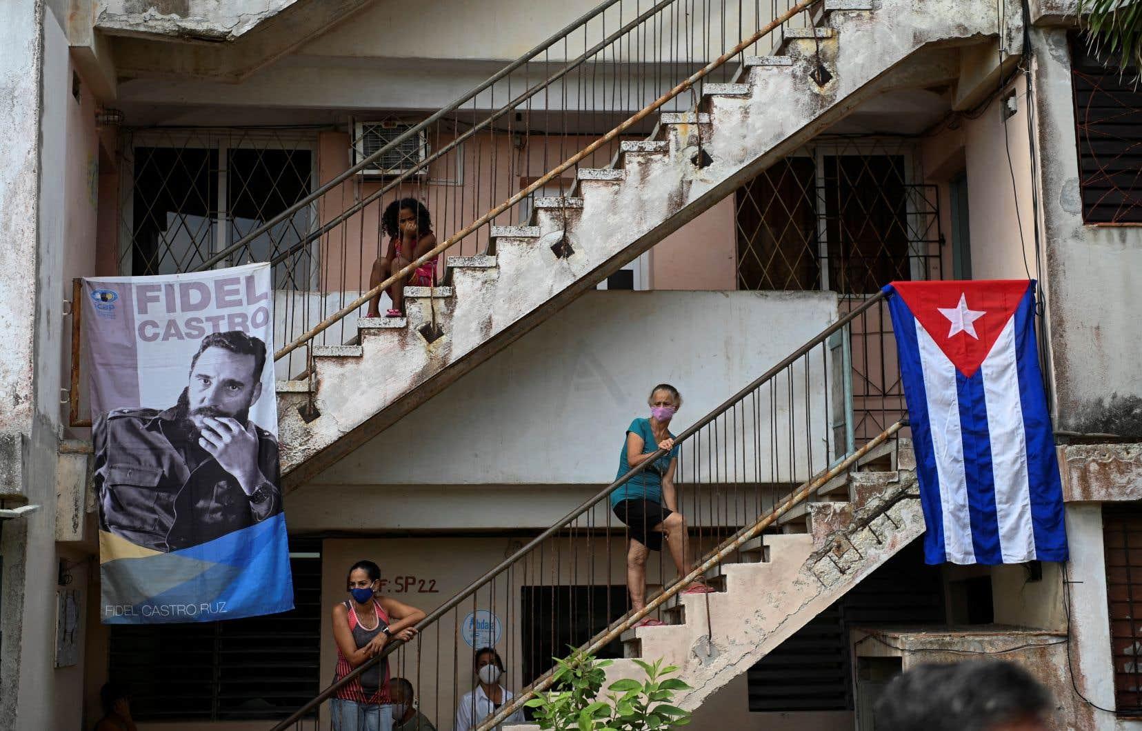 «Il n'y a pas de famille cubaine ni de secteur qui n'aient pas souffert des effets du blocus: au niveau de la santé, de l'alimentation, des services, du prix des produits, des relations familiales, etc.», écrit l'auteur.