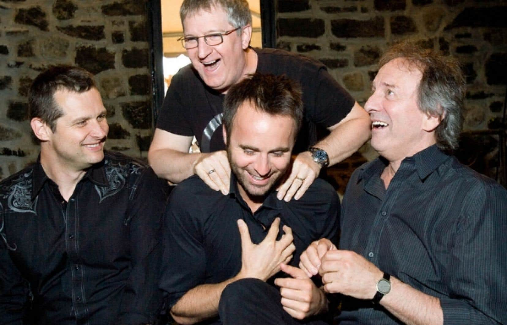 Le réalisateur du Sens de l'humour, Émile Gaudreault, en compagnie des comédiens Louis-José Houde, Benoît Brière et Michel Côté.<br />