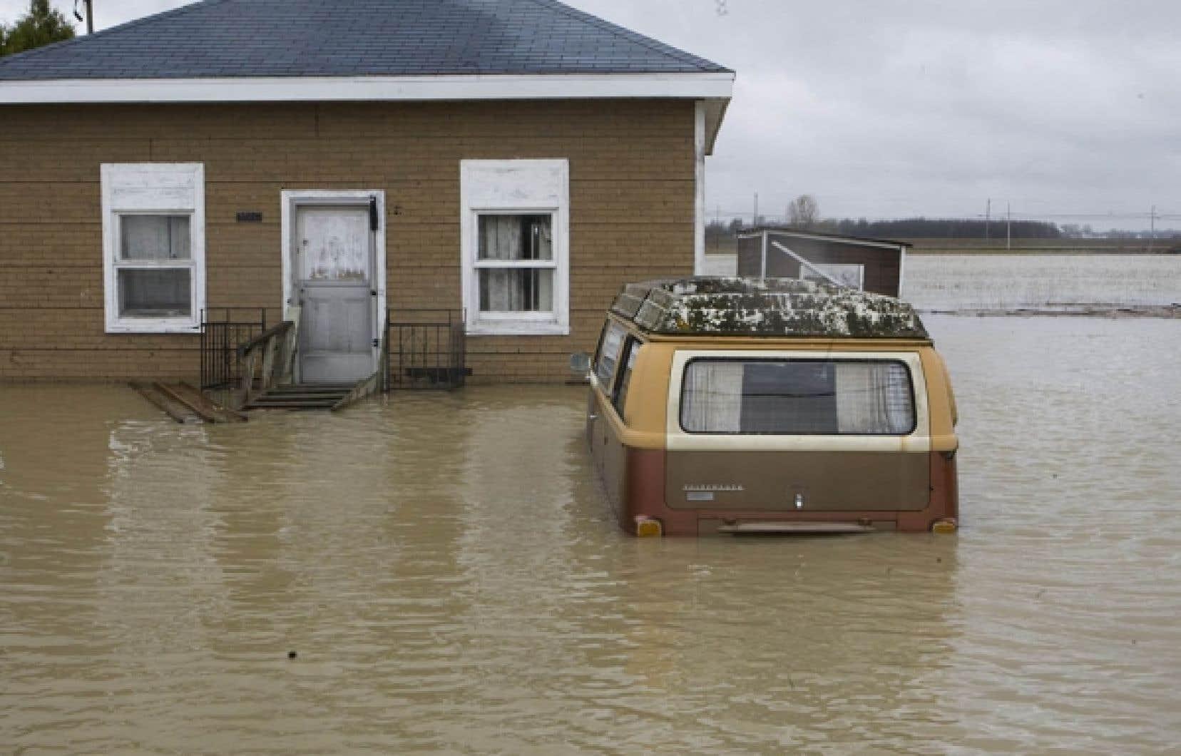 Les dommages auraient sans doute été nettement moins importants si l'on avait limité au strict minimum le développement en zone inondable. <br />