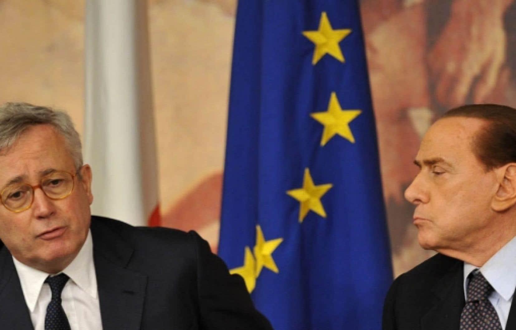 Le premier ministre d'Italie, Silvio Berlusconi (à droite), et son ministre des Finances, Giulio Tremonti.<br />