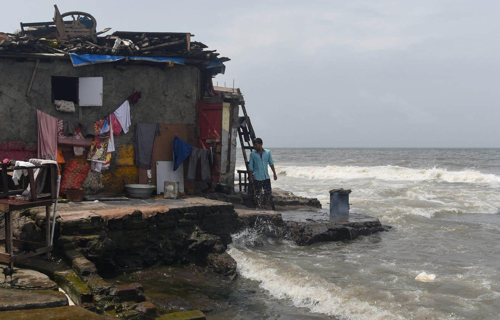 Le projet de rapport du GIEC souligne le danger des effets en cascade. Certaines régions (est du Brésil, Asie du Sud-Est, Chine centrale) et presque toutes les zones côtières pourraient être frappées par trois ou quatre catastrophes météo simultanées, voire plus.