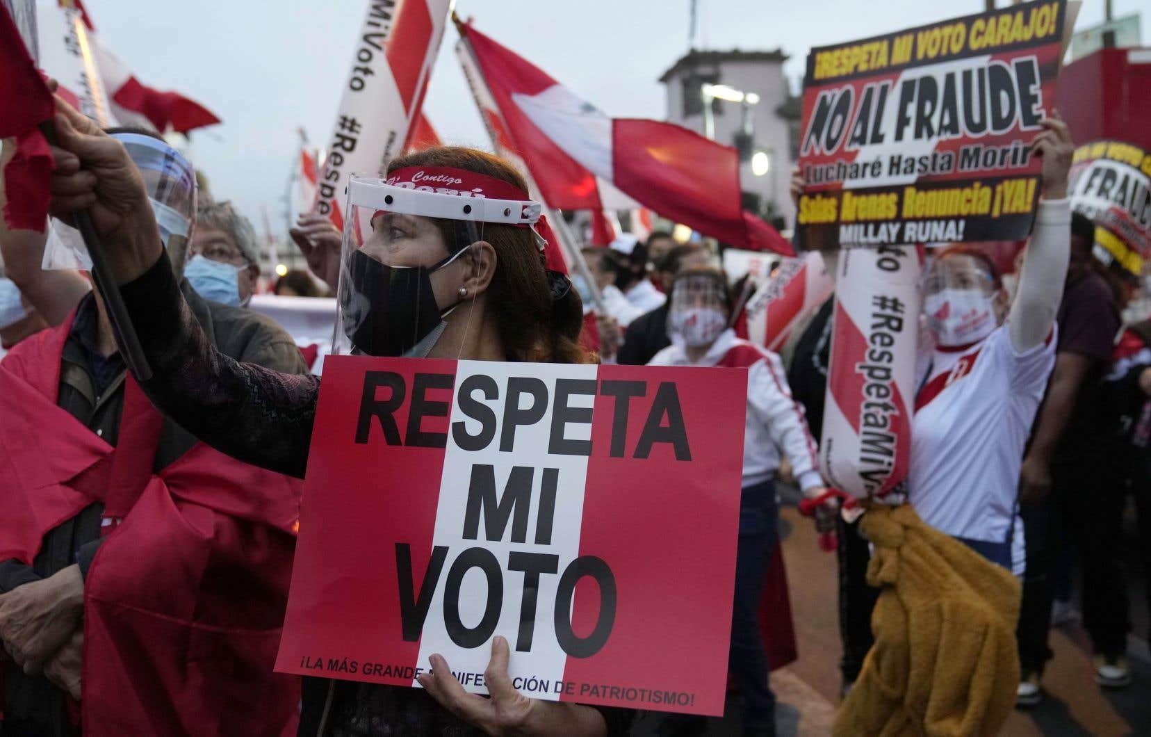«Après l'annonce des résultats, de prestigieux cabinets d'avocats, engagés par Fujimori, ont contesté des bureaux de vote», écrit l'autrice.