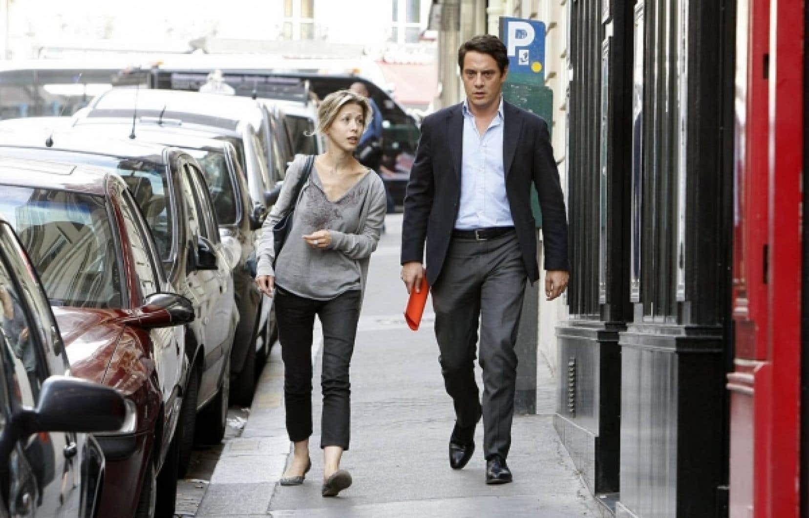 Tristane Banon et son avocat David Koubbi quittent le bureau de ce dernier à Paris, plus tôt dans la journée. L'avocat de la romancière Tristane Banon a déposé aujourd'hui une plainte accusant Dominique Strauss-Kahn de tentative de viol.<br />