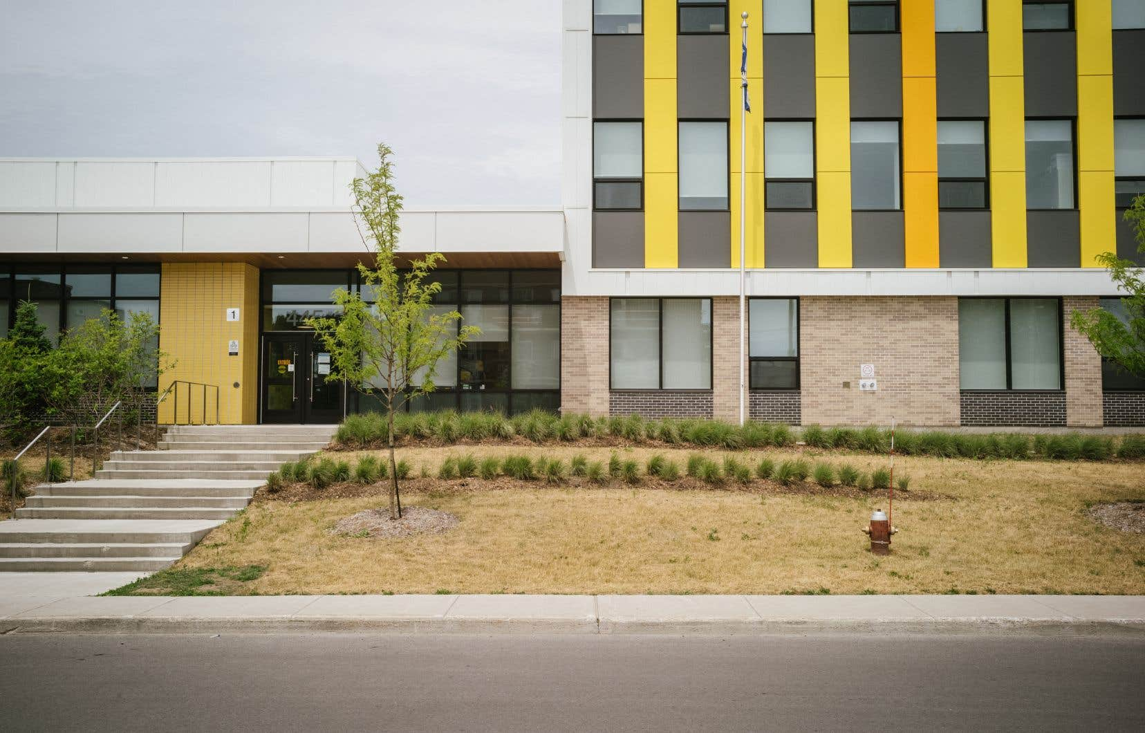 L'école dela Cime, située à Laval-des-Rapides, a été inaugurée en août 2019, quelques mois après l'entérinement par Québec en mars 2019 de la convention collective des enseignants. Cette convientionprévoit une baisse des ratios pourles écoles ayant un indice de 9 ou 10, mais l'école primaire ne figure pas encore sur la liste des des établissements défavorisés.