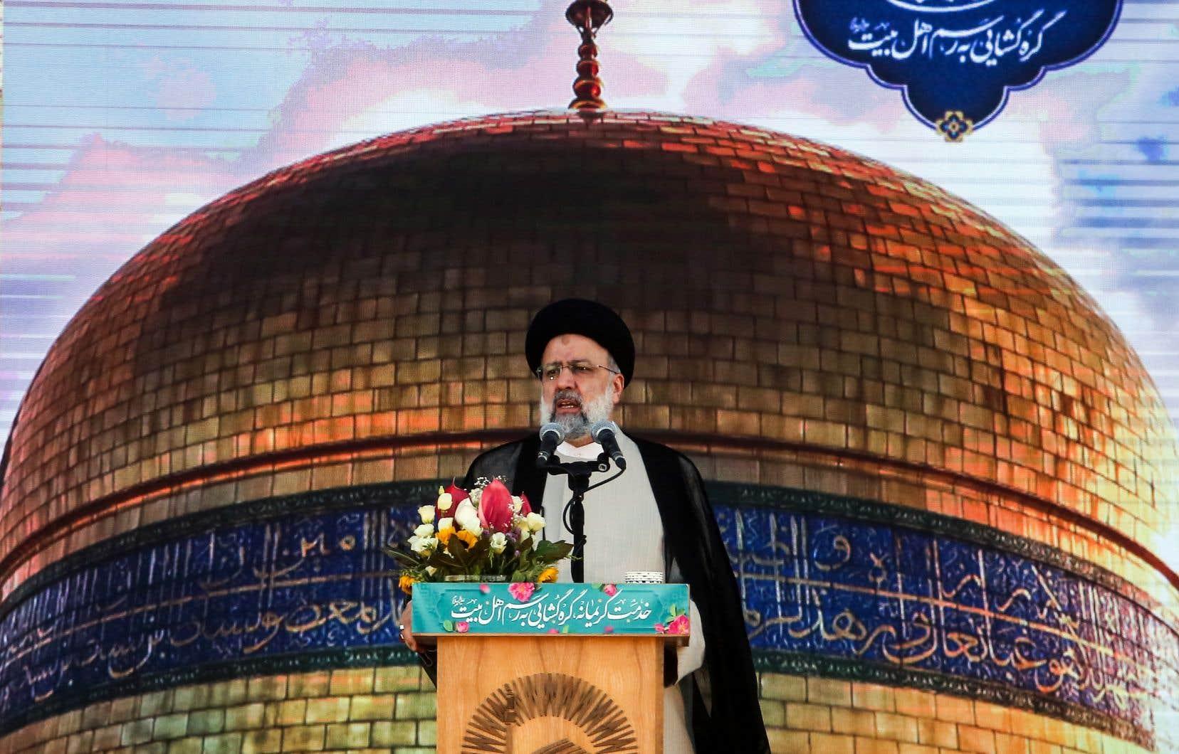 Pour Téhéran et le nouveau président Ebrahim Raïssi, la balle est dans le camp de Paris et de Washington, le gouvernement iranien estimant que le pays «n'a jamais quitté» l'accord, et que ce sont «les États-Unis qui doivent prendre eux-mêmes la décision d'y revenir et de lever les sanctions illégales» contre l'Iran.