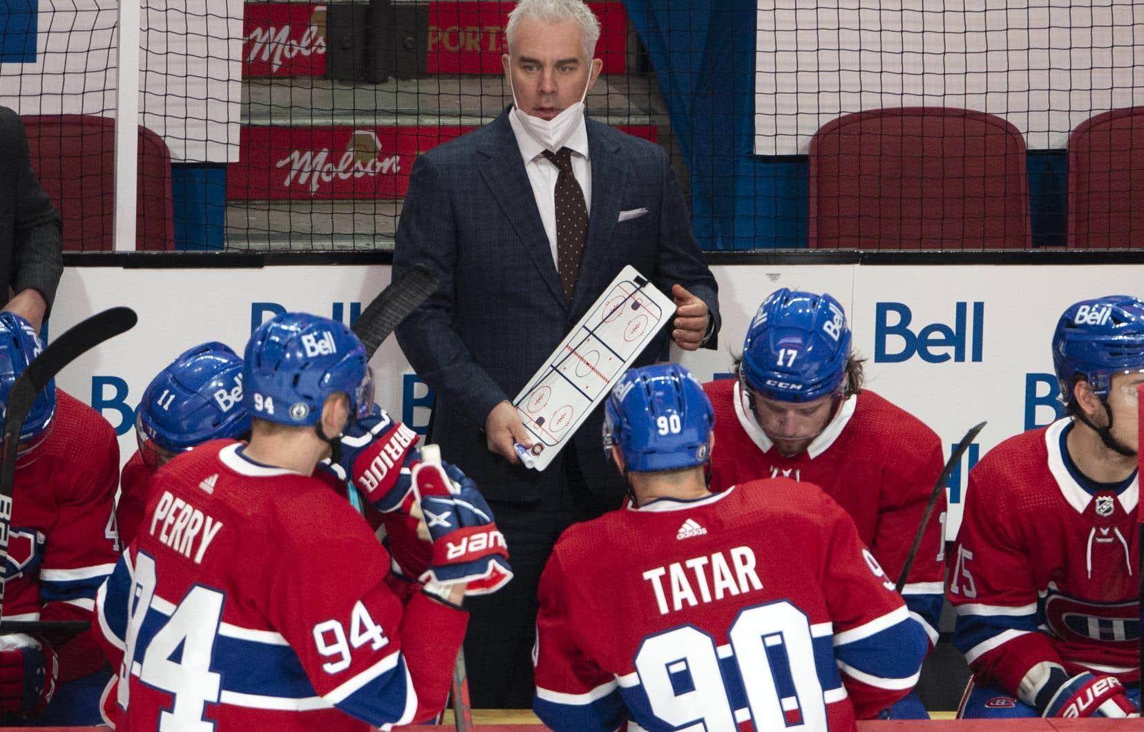 L'entraîneur québécois est en confinement depuis le 18juin en raison d'un contrôle positif à la COVID-19.