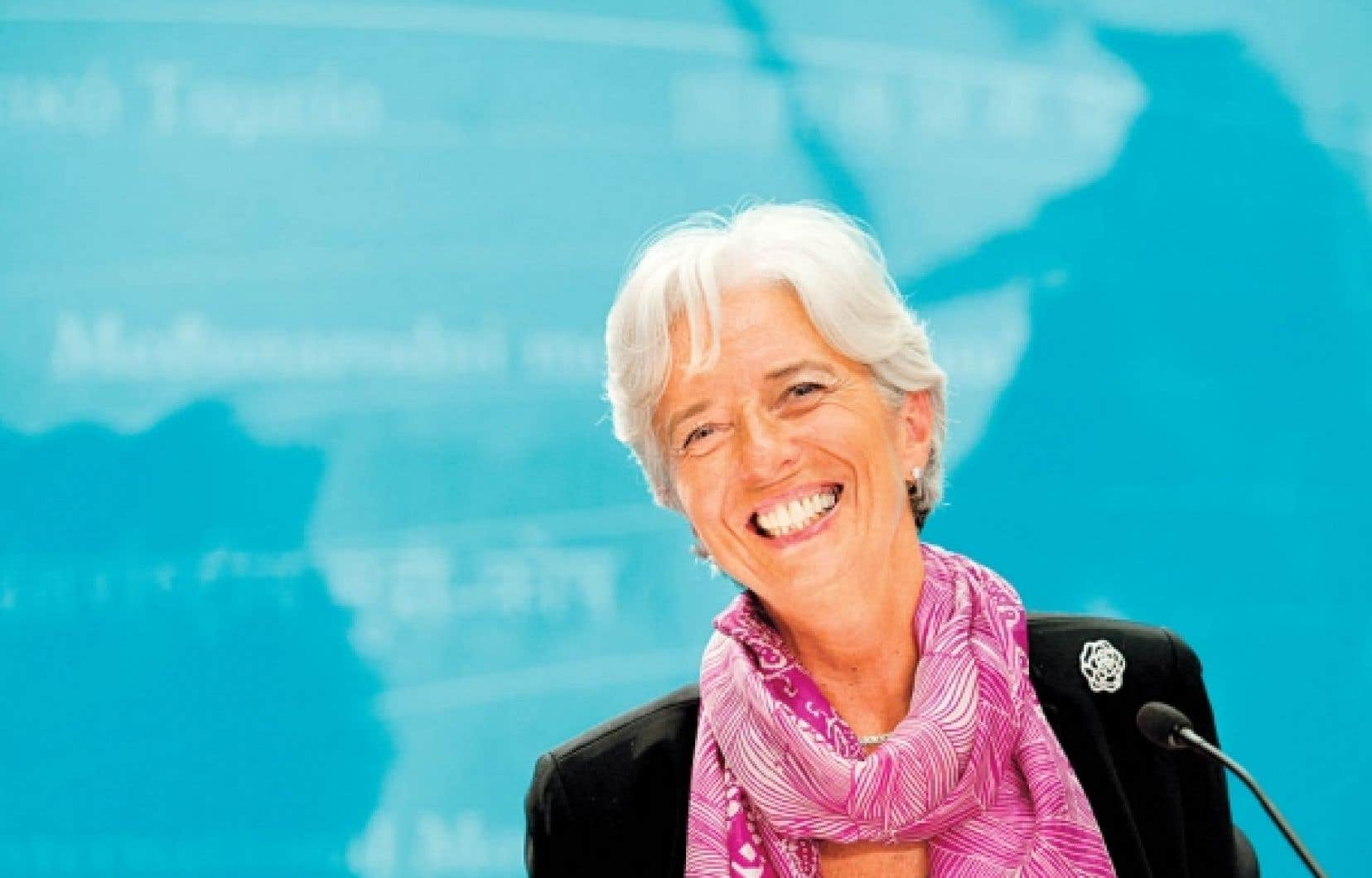 Christine Lagarde: «Le chemin qui a été clairement ouvert par mon prédécesseur, Dominique Strauss-Kahn, pour prendre en compte des problématiques telles que l'emploi, les questions sociales, en tant que composantes périphériques du regard économique traditionnel sur la situation d'un pays, doit être poursuivi.»<br />