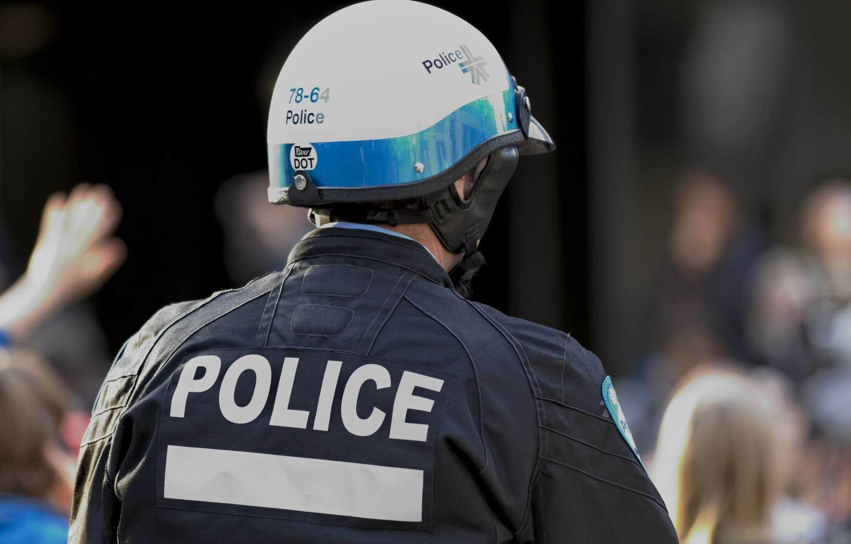 L'opposition officielle à l'Hôtel de Ville estime qu'une augmentation du nombre de policiers s'impose à Montréal en réponse à la hausse de la criminalité dans certains secteurs.