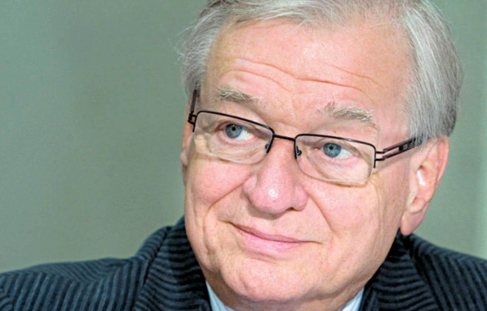 Gilles Vaillancourt, le maire de Laval, a commandé un sondage (ou plusieurs coups de sonde regroupés en une seule facture) s'élevant à 28 613,81 $ et payé grâce aux taxes des contribuables dont les intentions étaient sondées.