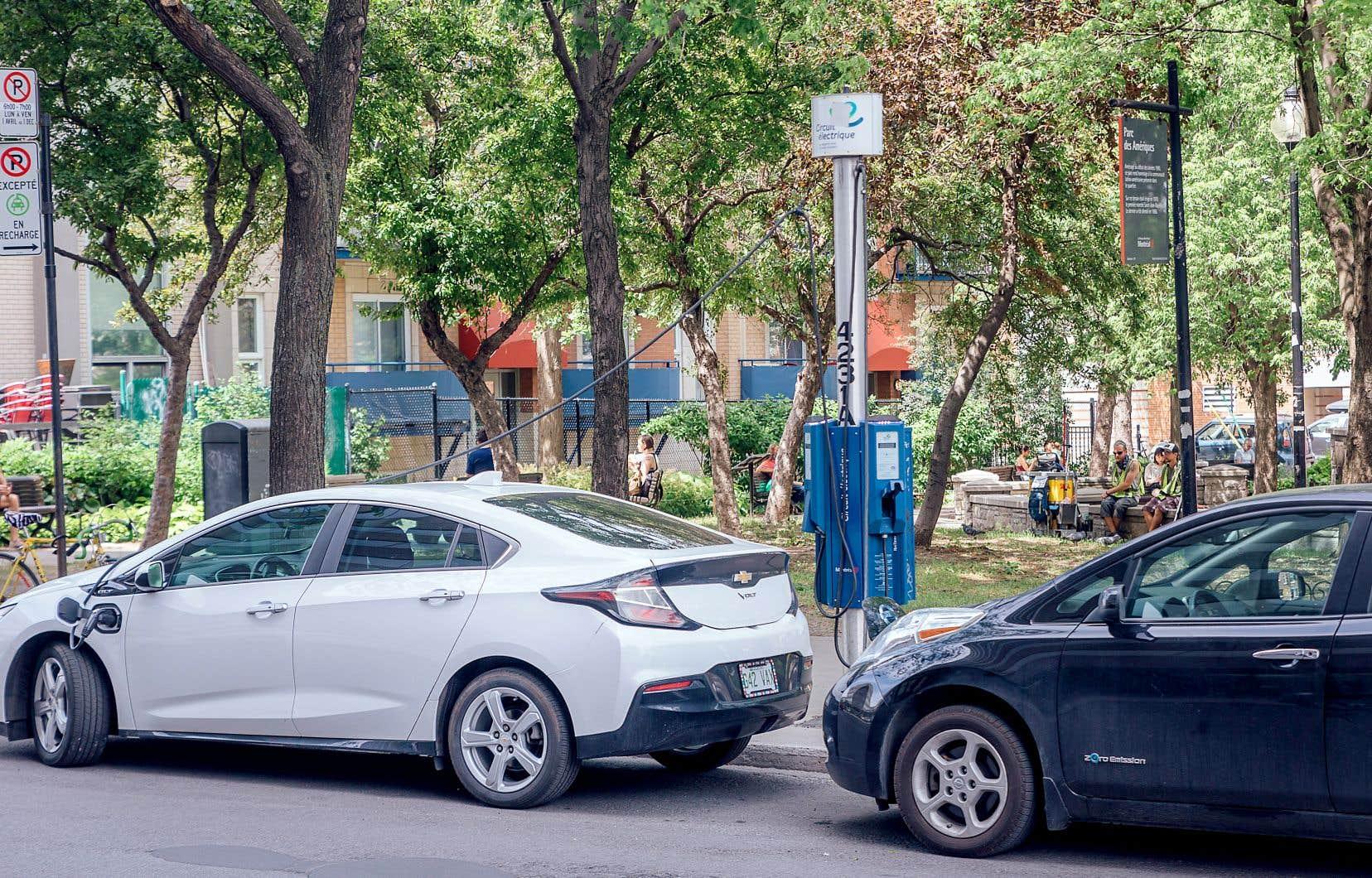 Le gouvernement a déjà versé au moins 600 millions en rabais à l'achat de véhicules électriques.