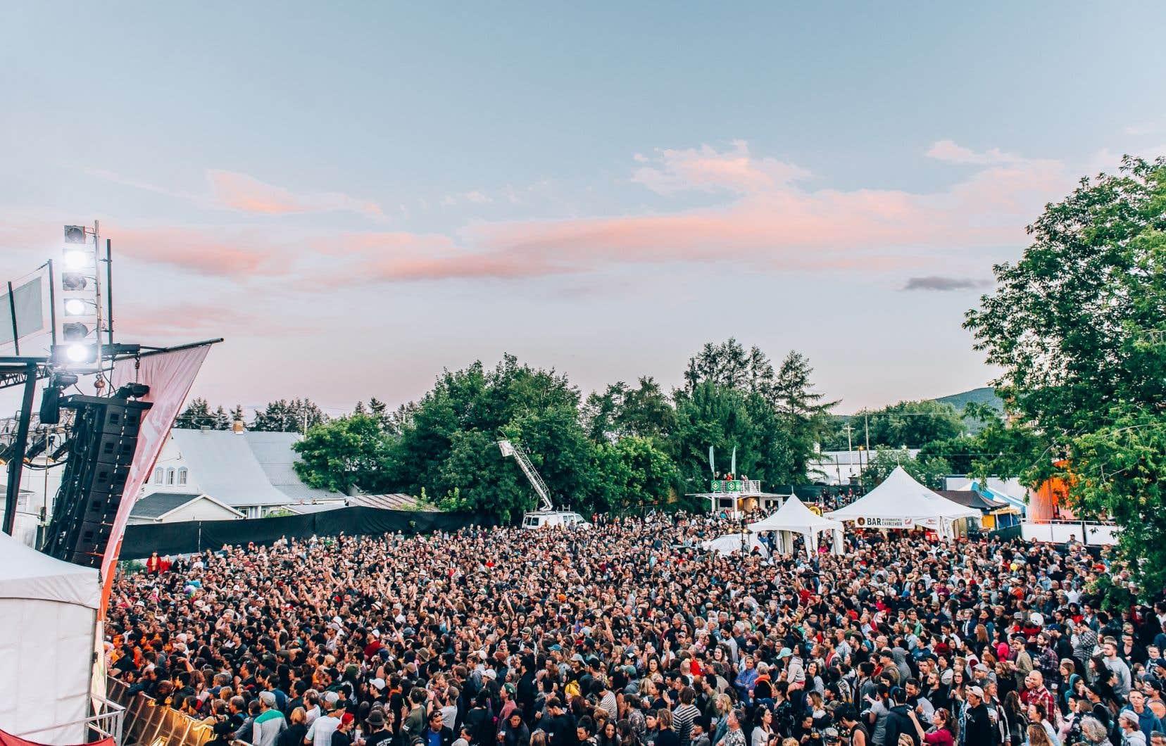 Le Festif de Baie-Saint-Paul envisage de faire grimper la foule de certains spectacles de 250 à 350 personnes. Sur la photo, une foule réunie pour un spectacle lors de l'édition 2017 du festival.