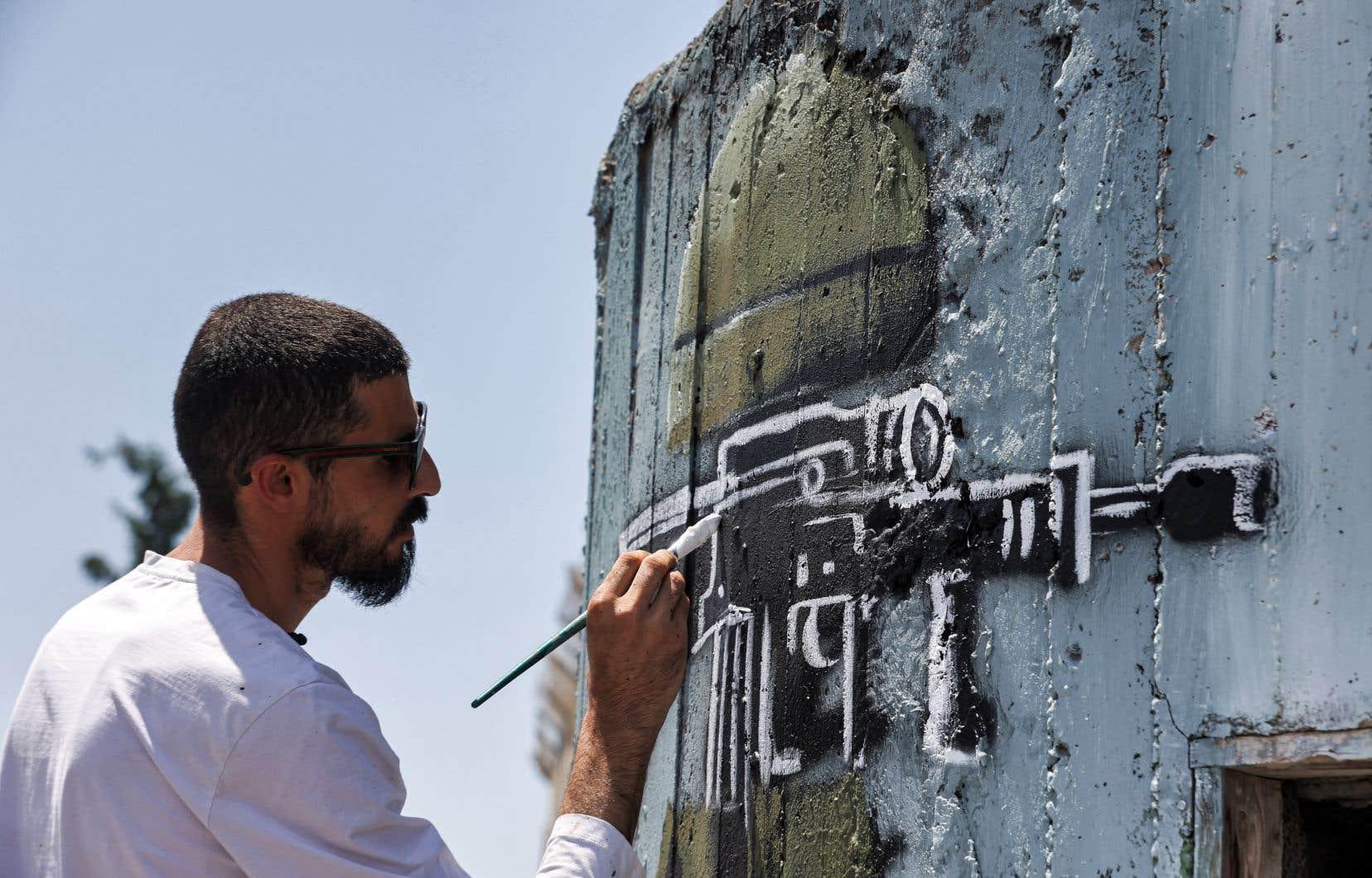 Taqi Spateen dit s'inspirer en partie des images de gaz lacrymogènes lancés par les forces israéliennes pour réprimer les manifestations et les émeutes palestiniennes.