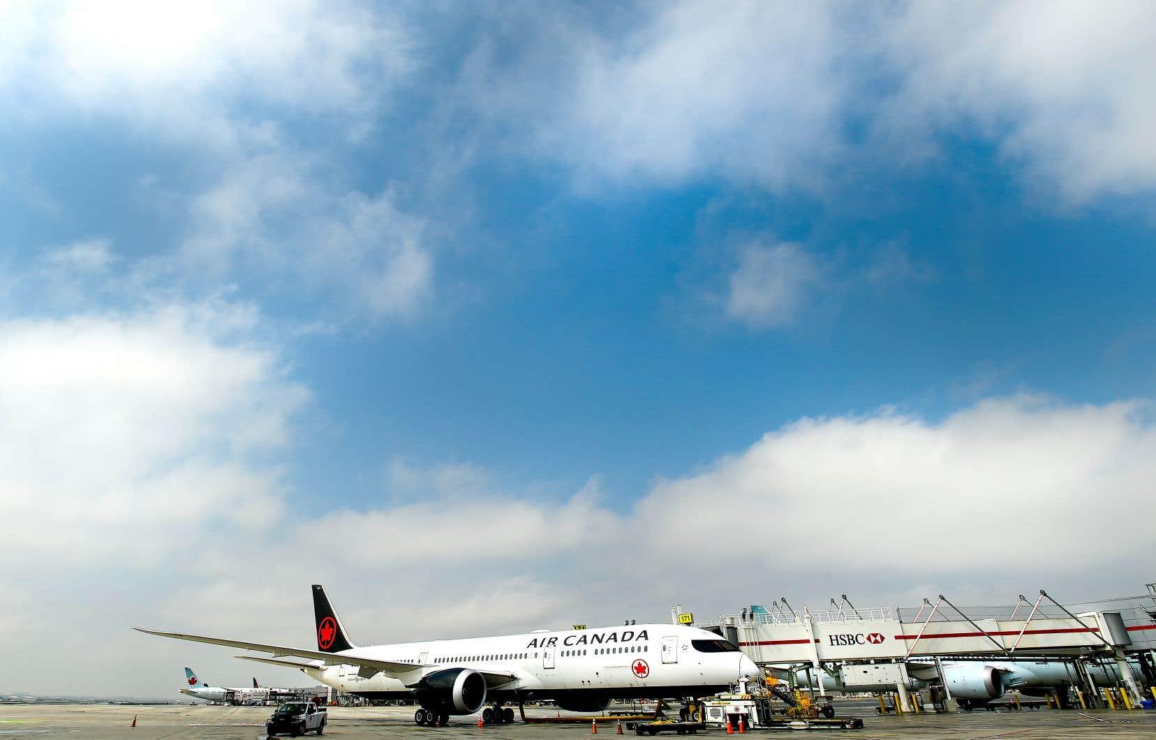 Air Canada a refusé de rembourser les billets non remboursables jusqu'à ce qu'elle reçoive en avril une aide financière du gouvernement canadien.