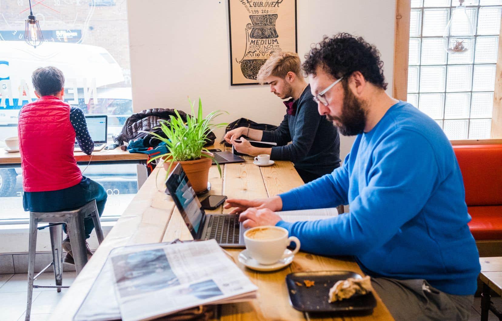 Avec l'essor du travail à domicile, de nombreux employés ne se sentent plus liés à un seul lieu de travail. Certains ne veulent pas du tout retourner au bureau, tandis que d'autres exigent un meilleur équilibre entre vie professionnelle et vie privée, selon un sondage.