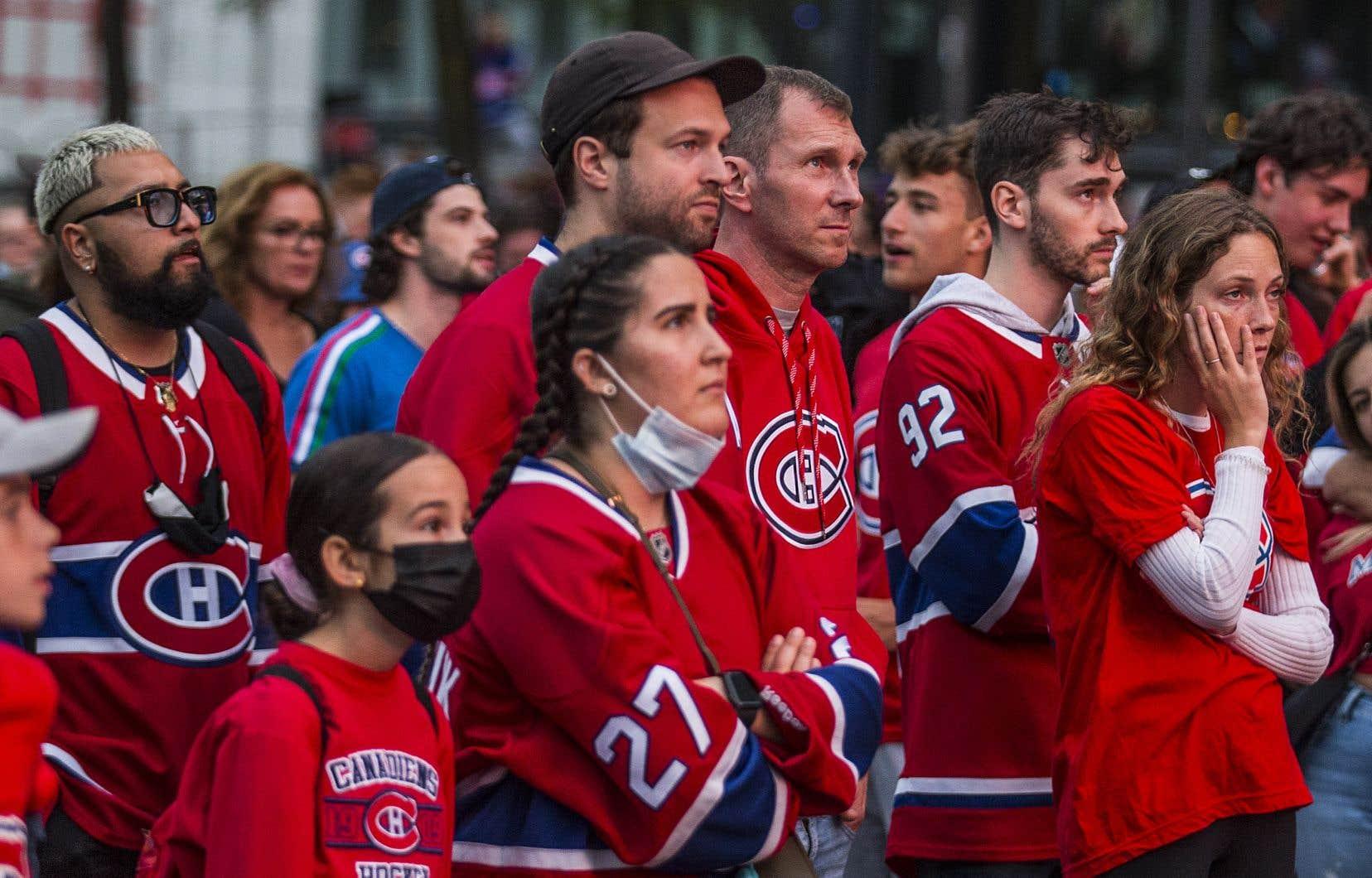 Le Canadien de Montréal peine à tailler sa place face au Lightning de Tampa Bay, qui mène cette série 2 à 0. Les partisans du Tricolore, cependant, gardent la tête haute.