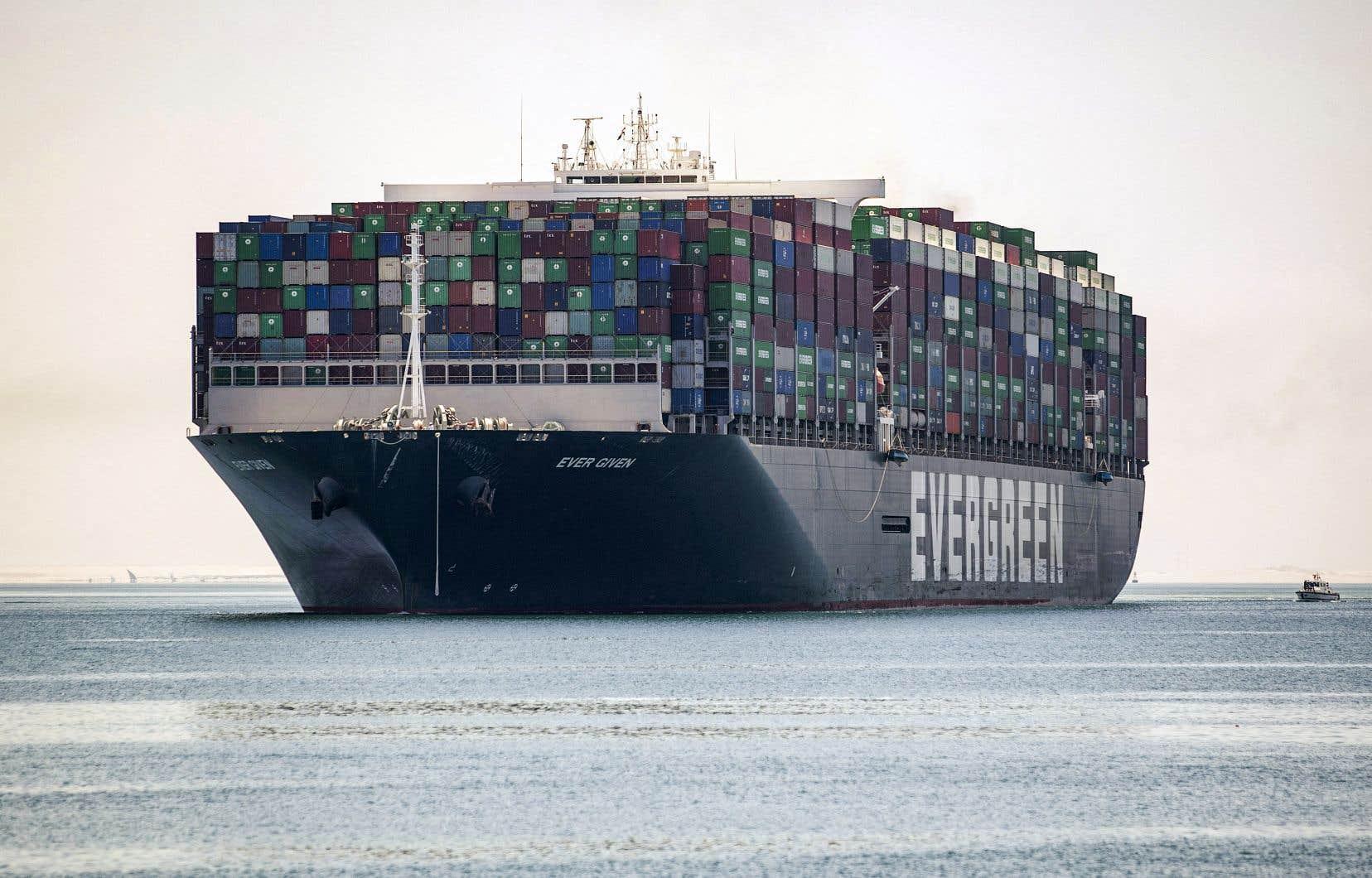Le porte-conteneurs géant Ever Given, qui avait bloqué le canal de Suez en mars, a repris sa route mercredi après 100 jours d'immobilisation.