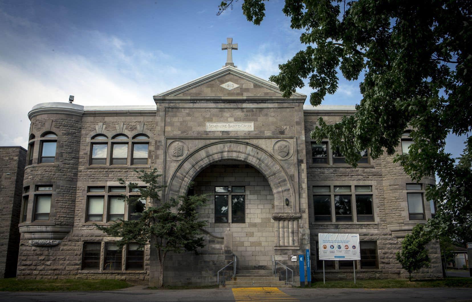 La Congrégation de Sainte-Croix avait déposé en janvier dernier des actes d'intervention forcée pour appel en garantie à l'endroit de 25 commissions scolaires et centres de services scolaires, ainsi que du procureur général du Québec, entre autres.