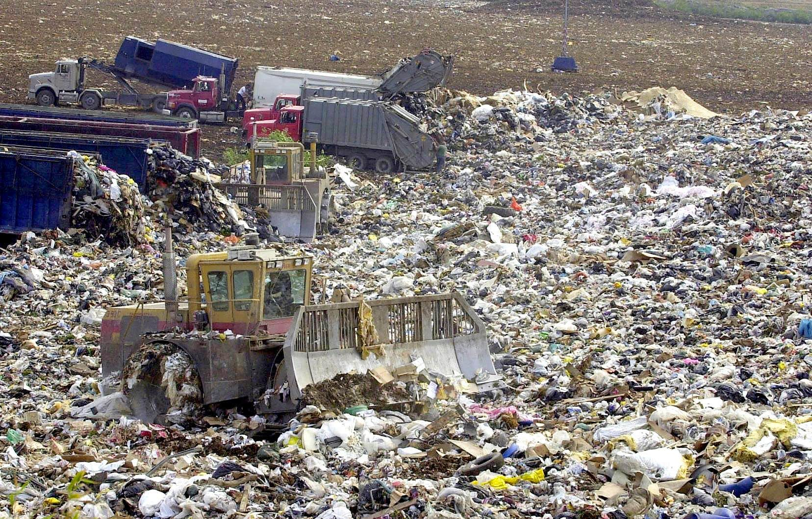 Selon les données de Recyc-Québec, les Québécois ont généré 697 kilogrammes de déchets par habitant en 2018, alors que la moyenne se situait à 685 kilogrammes en 2015.