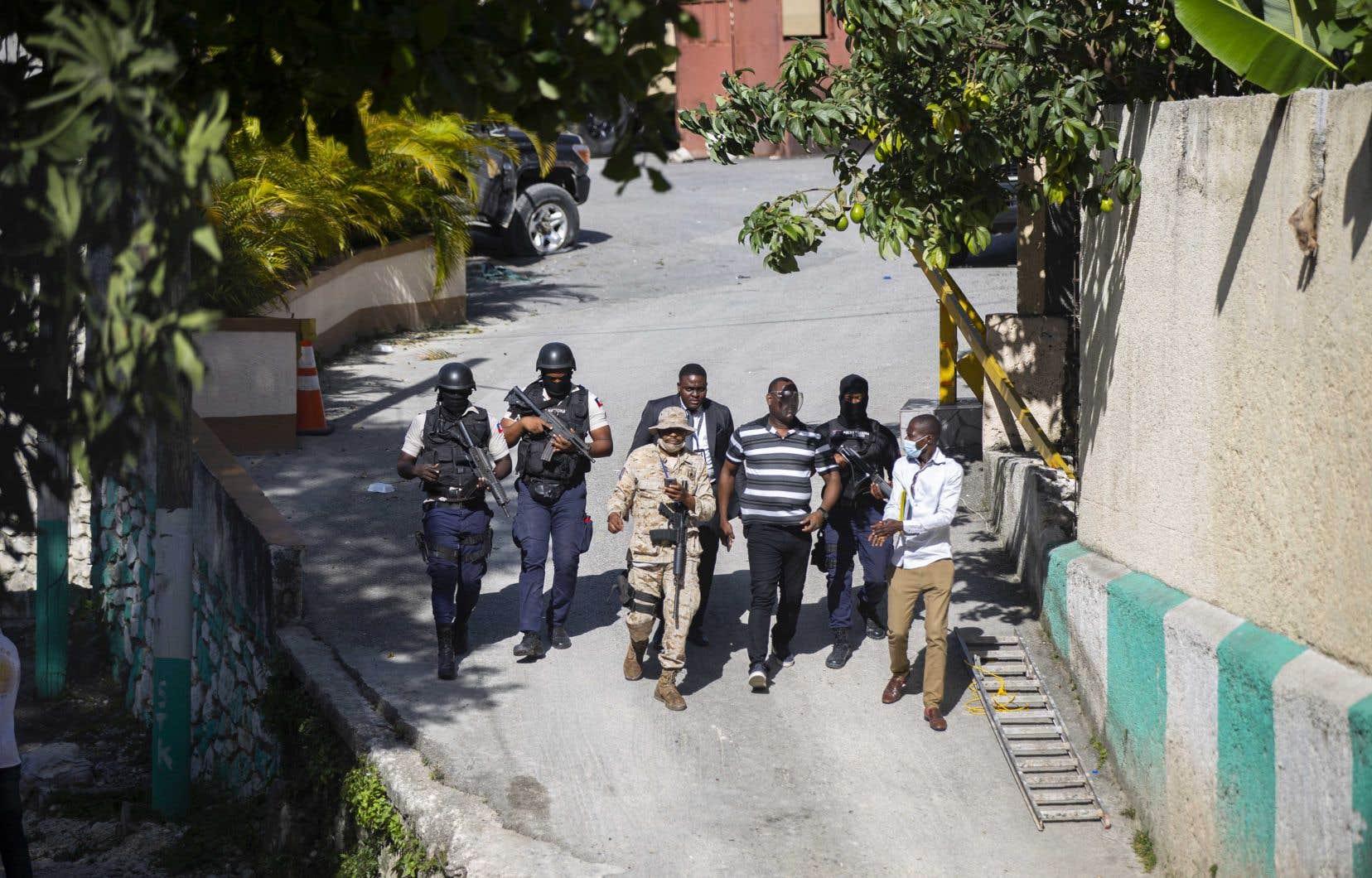La police a enquêté au cours de la journée dans la résidence du président haïtien Jovenel Moise.