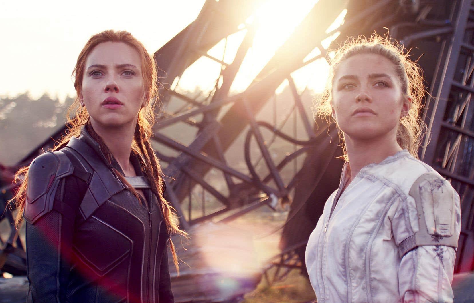La réussite du film est en bonne partie imputable à Scarlett Johansson et à Florence Pugh, très complices dans leur numéro de vraies fausses sœurs que tout oppose et que pourtant tout unit.